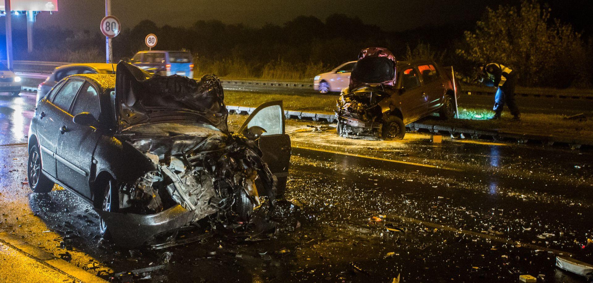 Težak sudar tri automobila na Jankomiru, dvije osobe ozlijeđene
