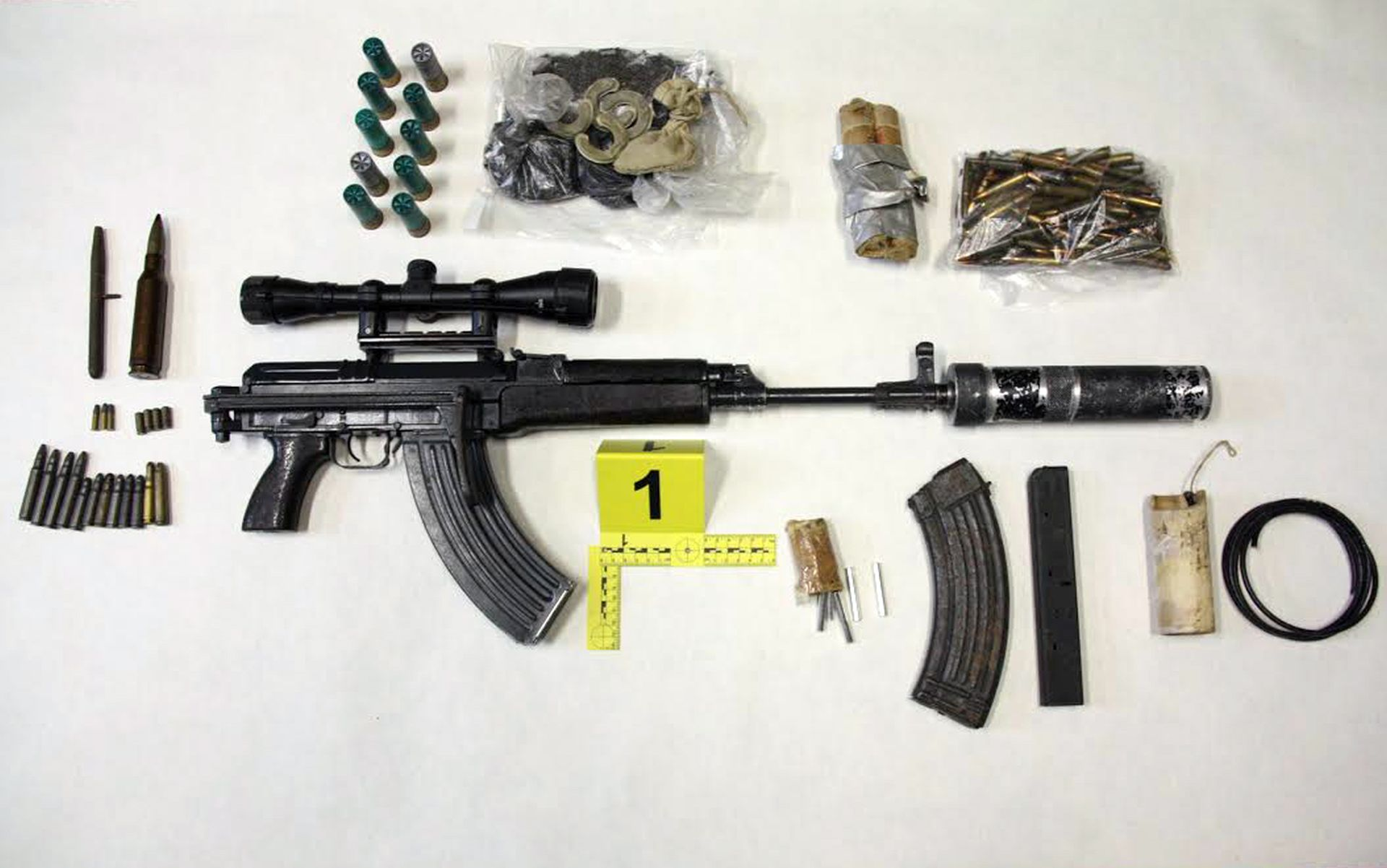 UHIĆEN 19-GODIŠNJAK: U stanu držao arsenal oružja i eksploziva