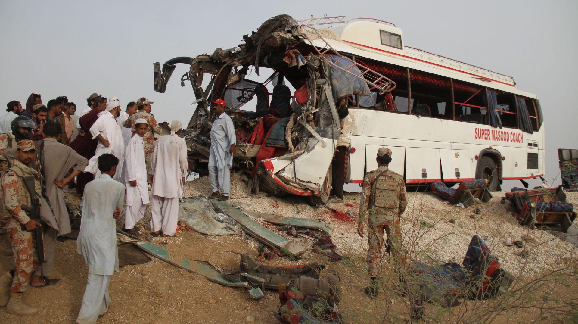 PAKISTAN Najmanje 30 poginulih u sudaru autobusa