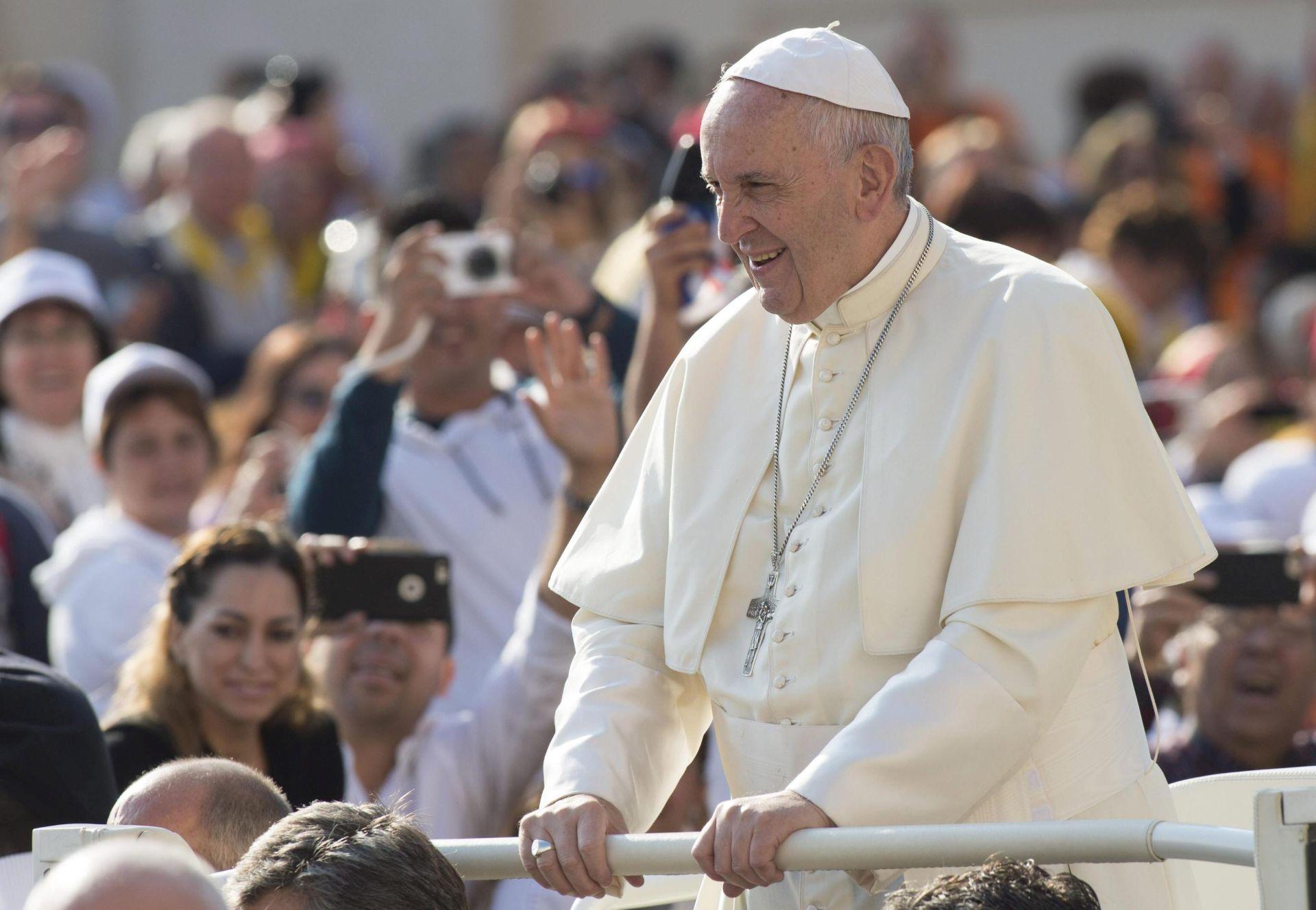 PRVI PUT U 500 GODINA: Papa u zajedničkoj molitvi s anglikanskim poglavarom