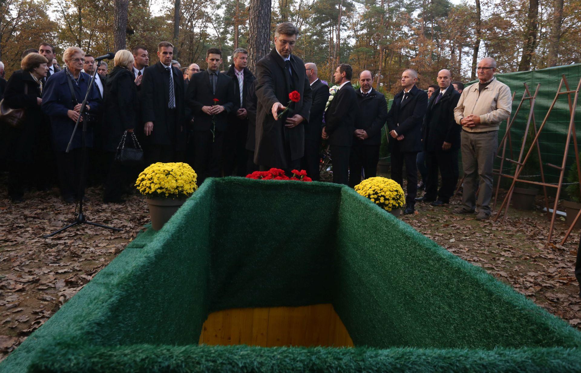 HUDA JAMA Pogrebom u Mariboru odana počast žrtvama komunističkog režima
