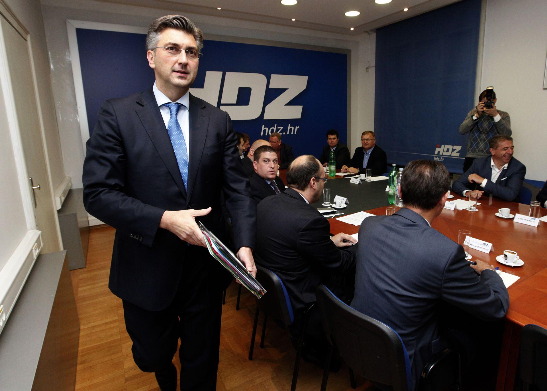 PLENKOVIĆ: 'Imamo 13 članova vlade koji su izabrani kao zastupnici, ostali nisu ali su kompetentni'