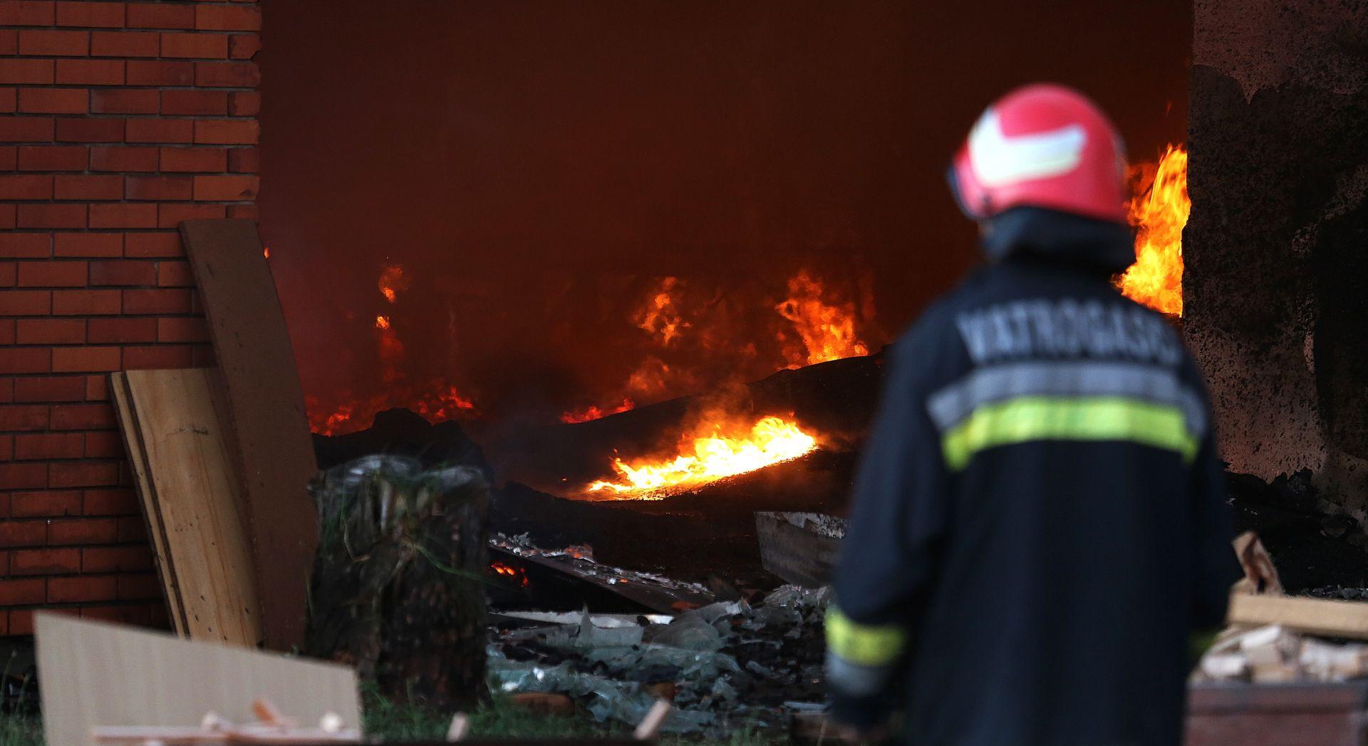 POŽAR U VINKOVCIMA: Izgorjela lakirnica u krugu Drvne industrije Spačva