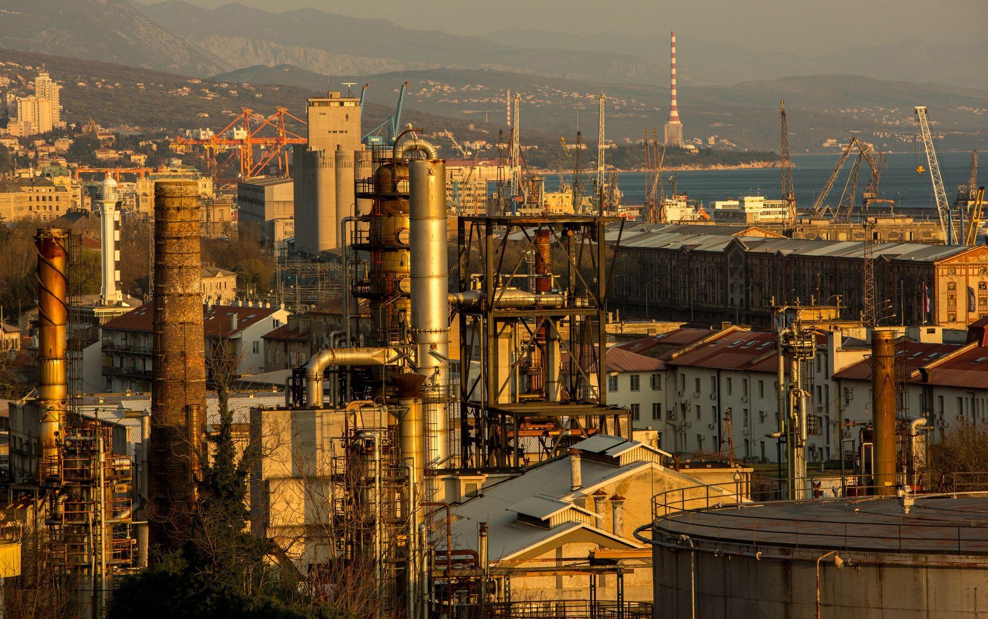 SINDIKAT TRAŽI ISTRAGU: MOL unatoč odluci Vlade ostavio rafineriju Sisak bez nafte