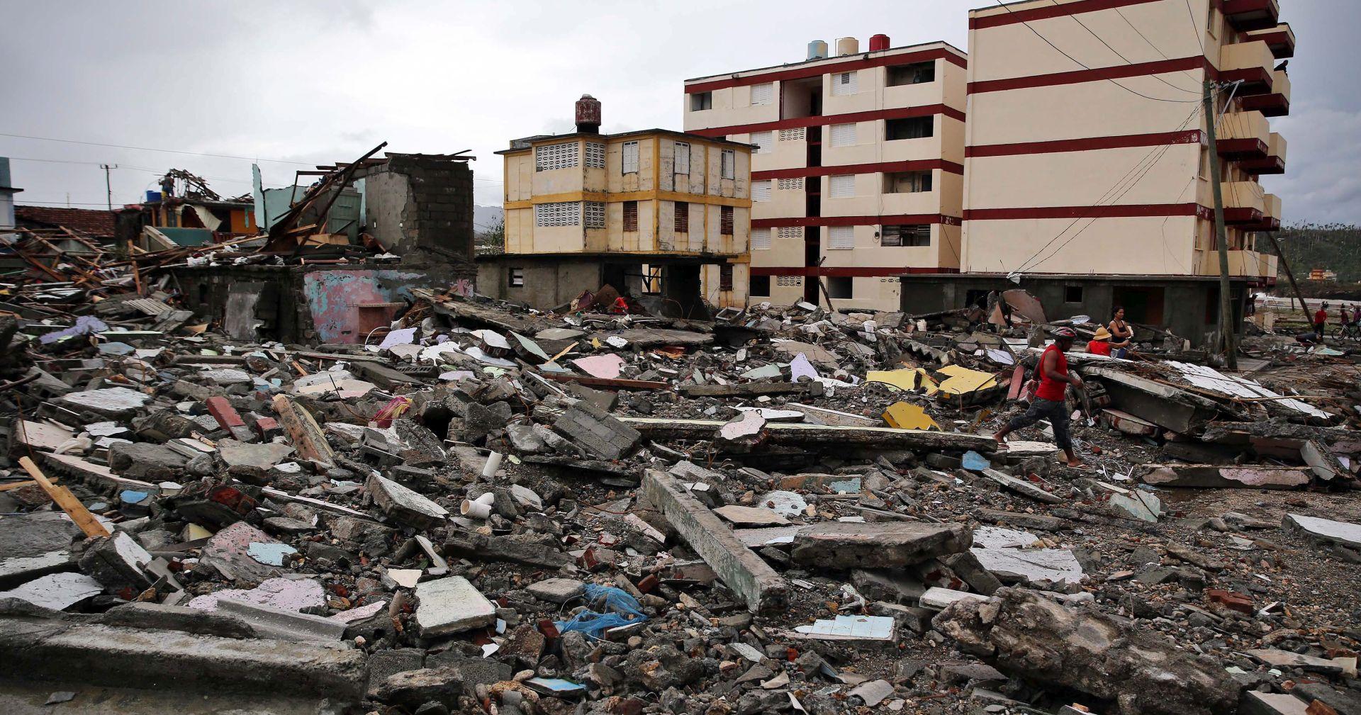 VIDEO URAGAN MATTHEW: Oluja odnijela 140 života i približava se Floridi, Obama proglasio izvanredno stanje