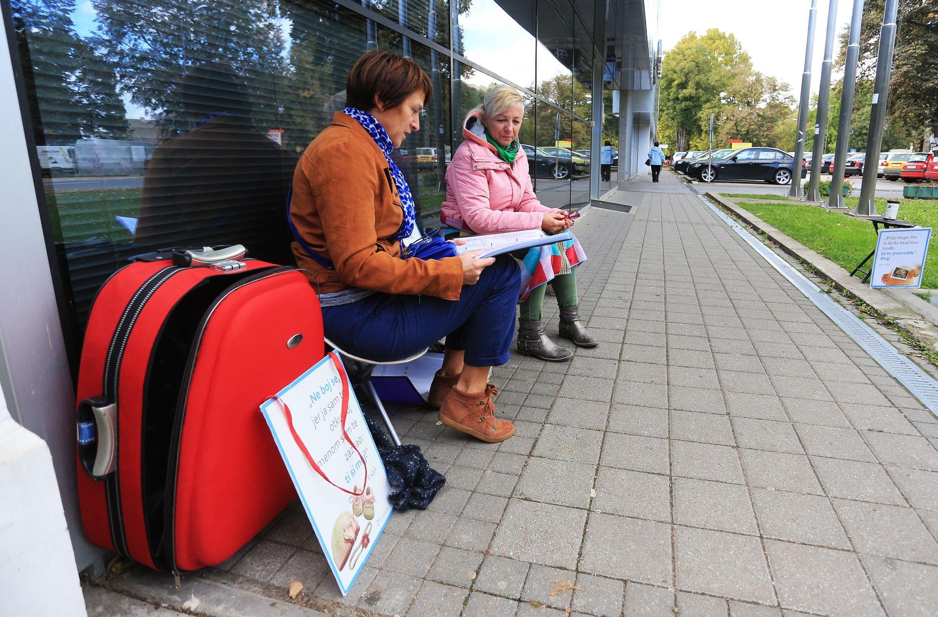 REAGIRAO DORH Istraga nakon molitvenog okupljanja ispred Vukovarske bolnice
