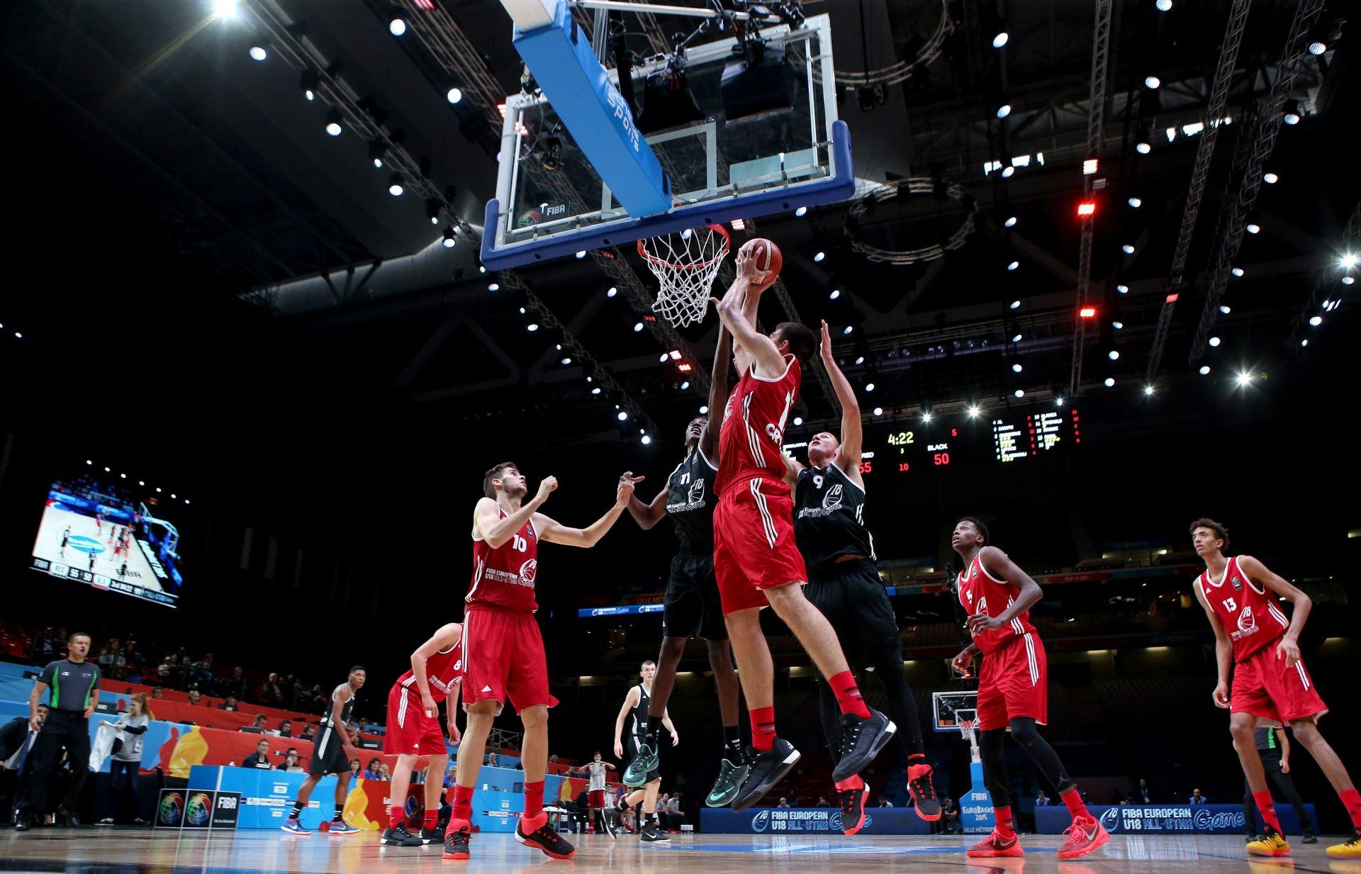 NBA: Skromni učinci Bendera i Zubca u porazima Sunsa i Lakersa
