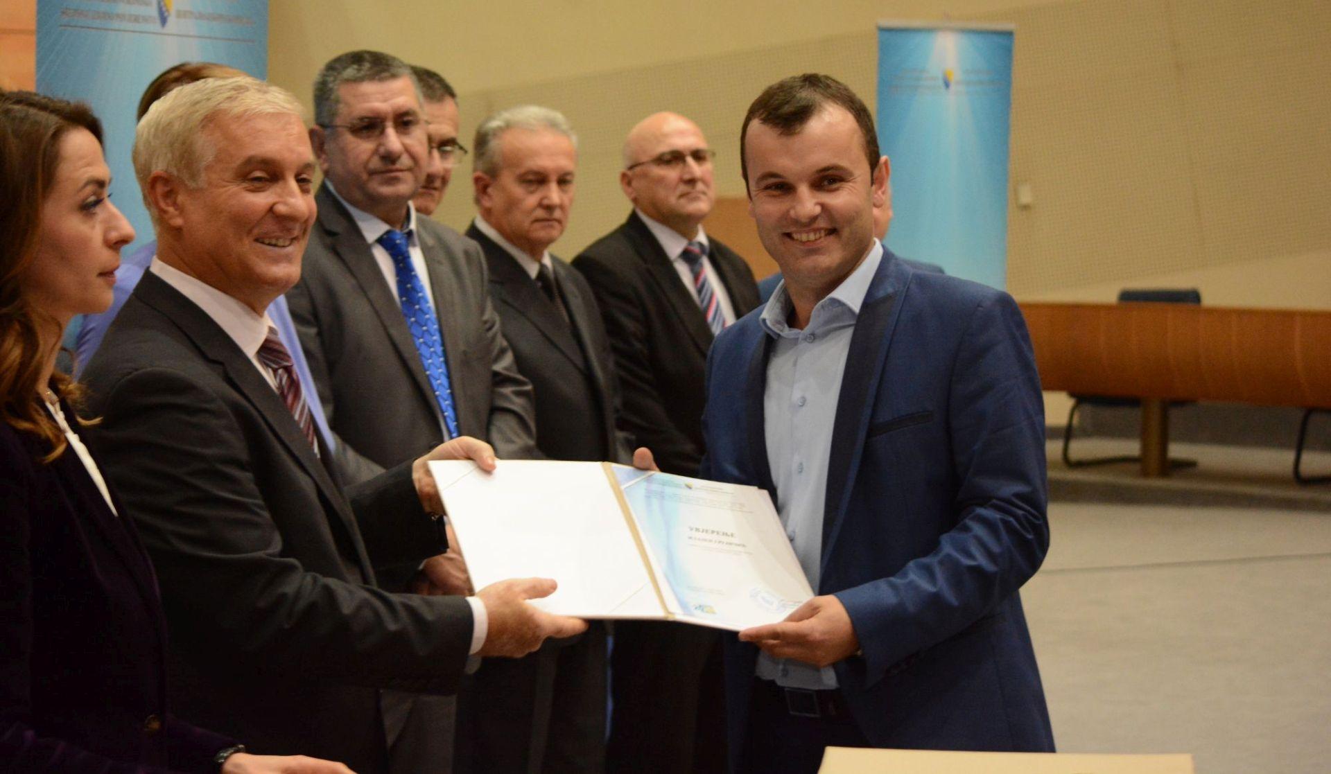 Bošnjački načelnici napustili dvoranu zbog Fikreta Abdića