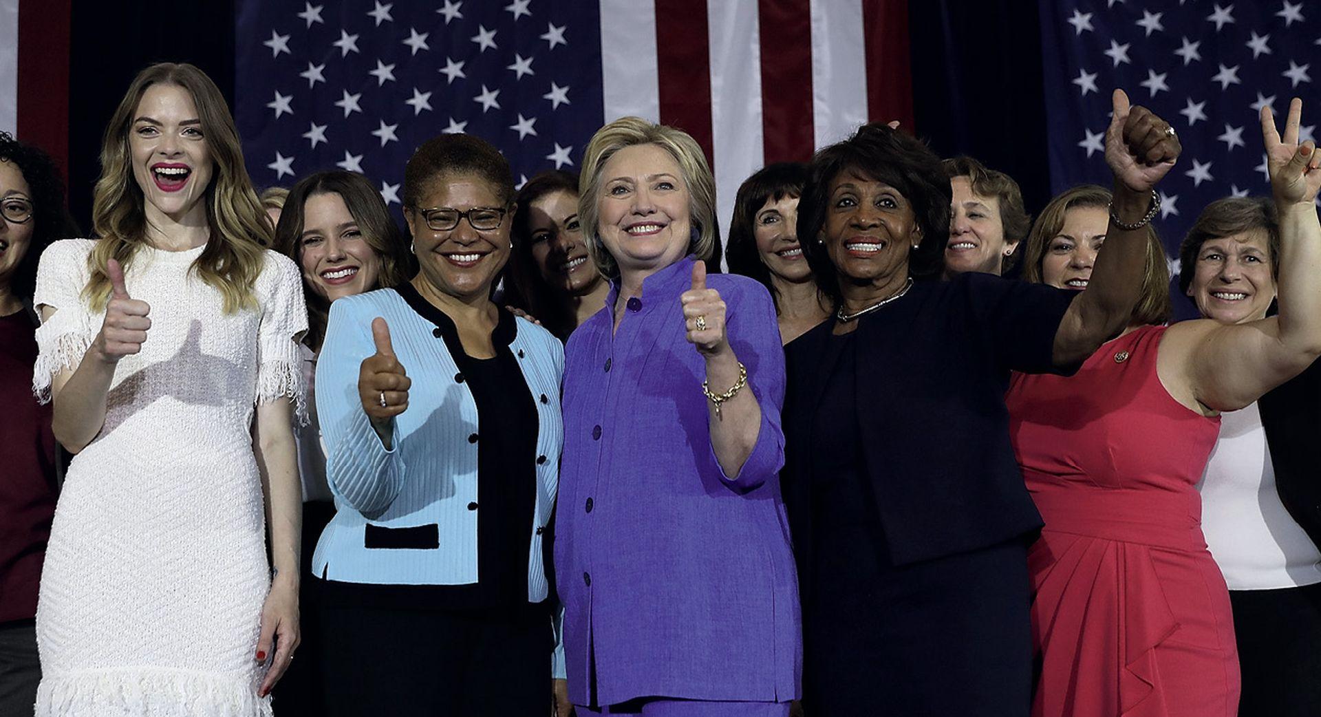 U podijeljenoj Americi glasovi žena velika su prednost Hillary Clinton