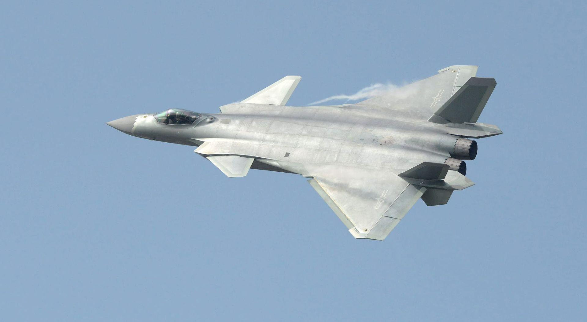 """Kina prvi put predstavila javnosti svog """"nevidljivog"""" lovca J-20"""