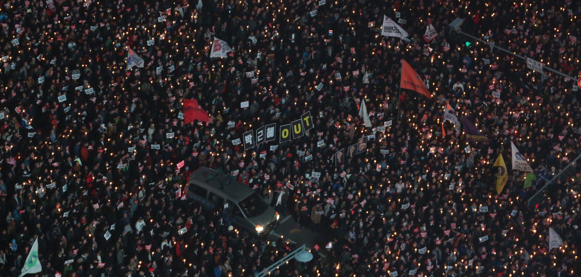 Deseci tisuća ljudi prosvjedovali u Seulu tražeći ostavku predsjednice