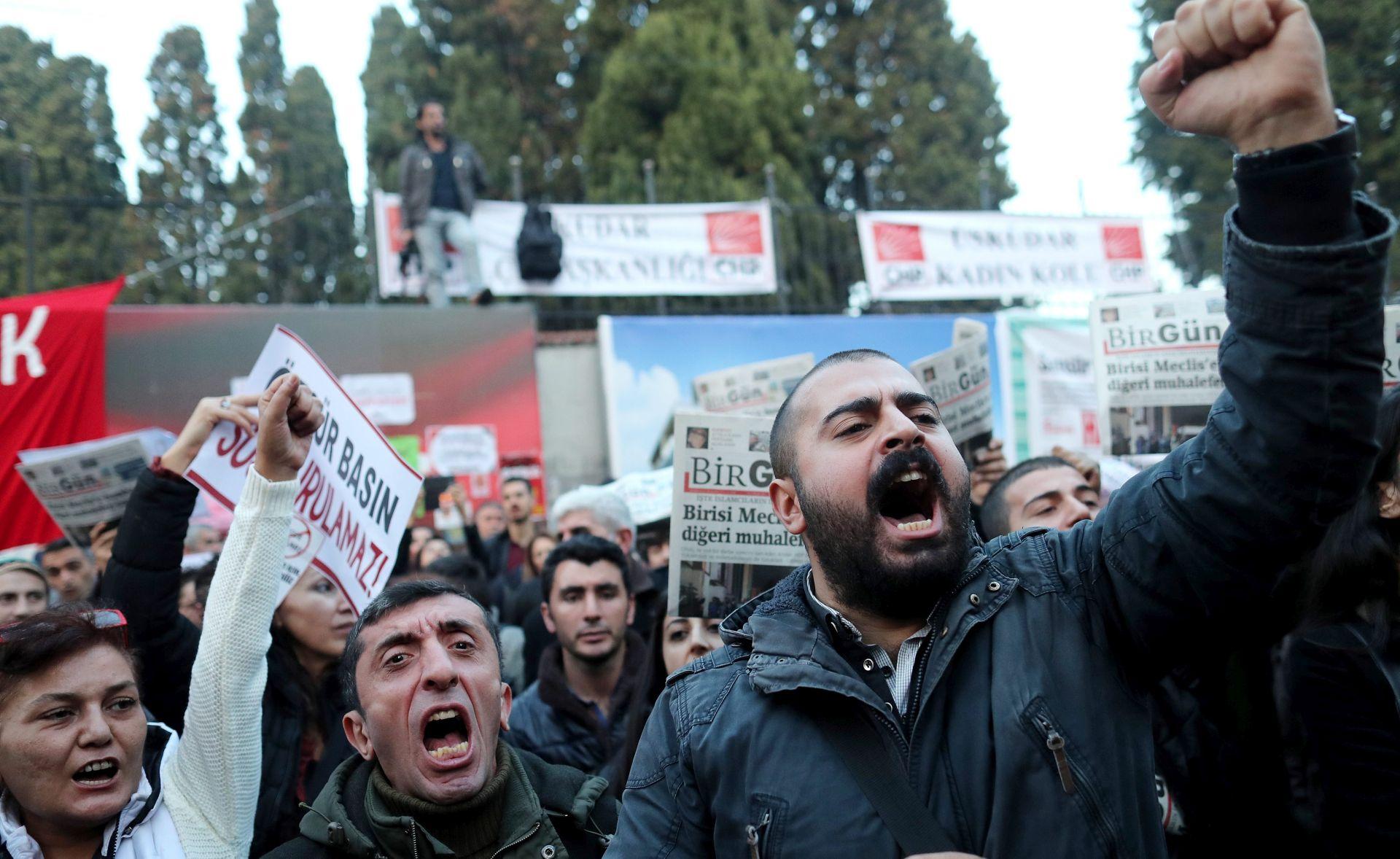 Turska otpustila još 15.000 ljudi u istrazi o pokušaju državnog udara