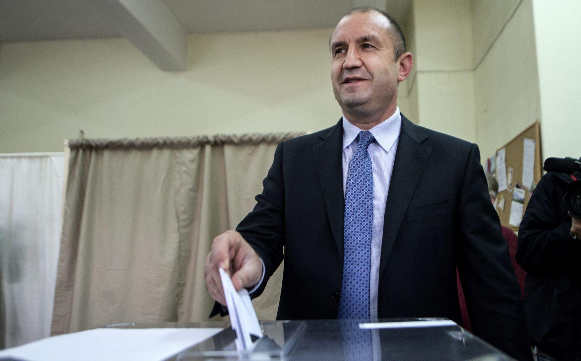 IZLAZNE ANKETE Kandidat socijalista Radev vodi na bugarskim predsjedničkim izborima