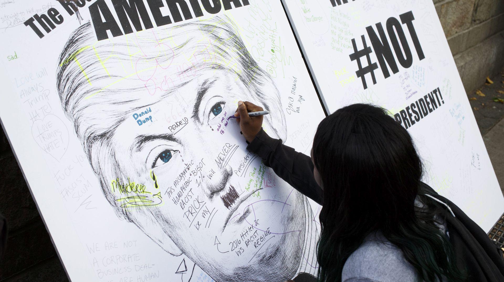 Novi prosvjedi protiv Trumpa koji ublažava retoriku