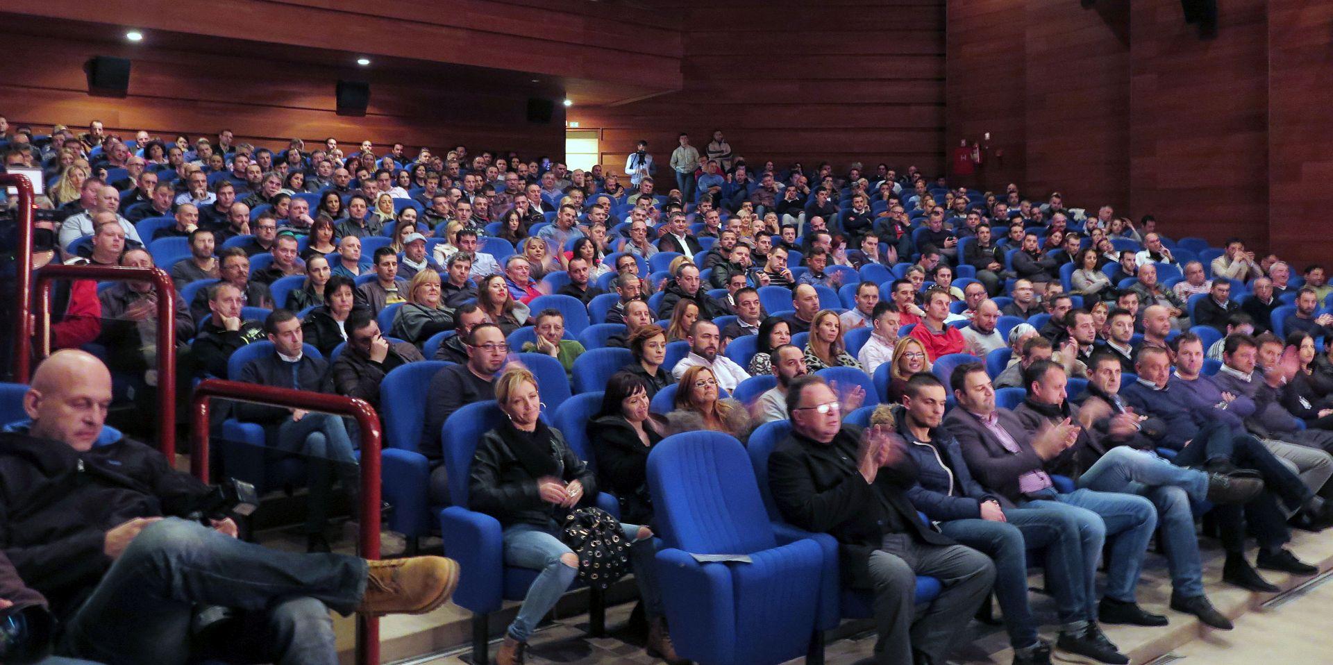 Petstotinjak ugostitelja u Pazinu na skupu protiv povećanja PDV-a u ugostiteljstvu