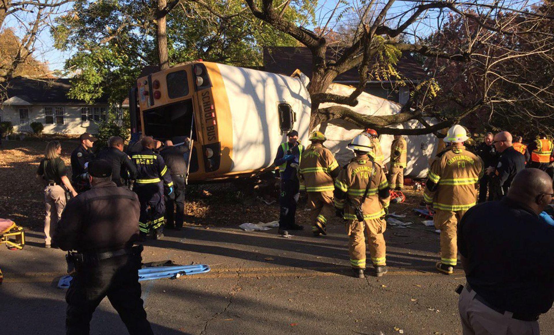 TENNESEE Školski autobus zabio se u drvo, poginulo šestero učenika