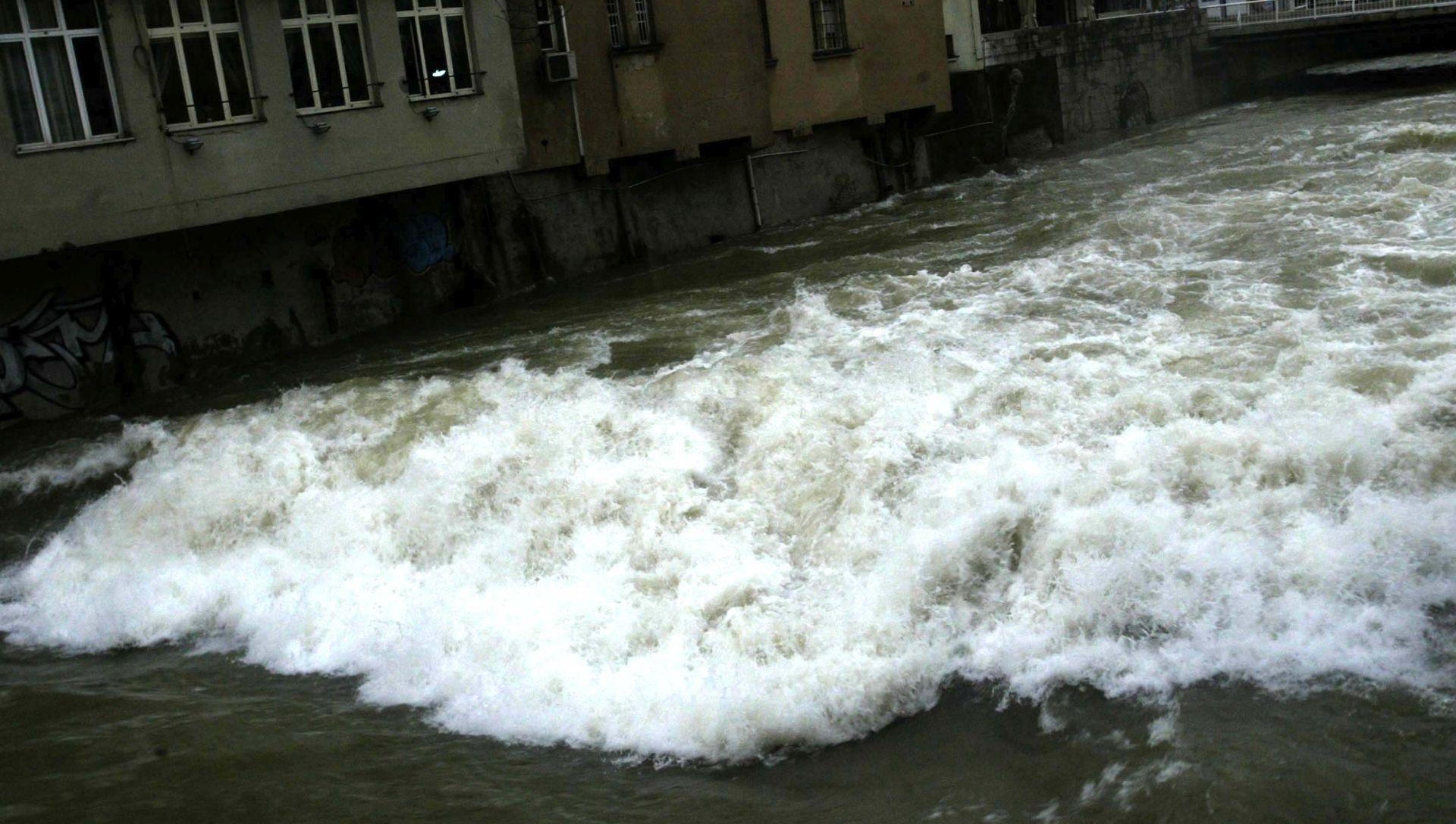 RIJEKA Voda zamućena zbog velikih kiša, preporuča se preventivno prokuhavanje