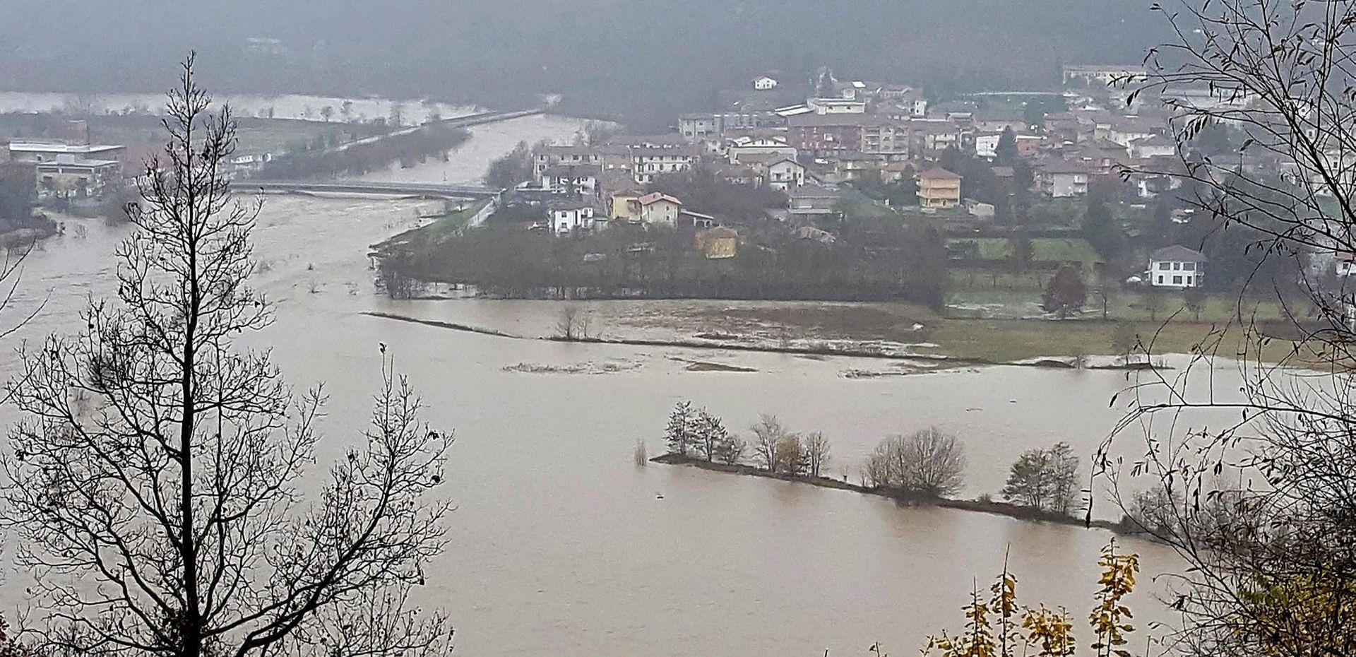 """VIDEO: Poplave i zabrinutost nakon kiša na sjeverozapadu Italije: """"Bojimo se, ovo podsjeća na 1994."""""""