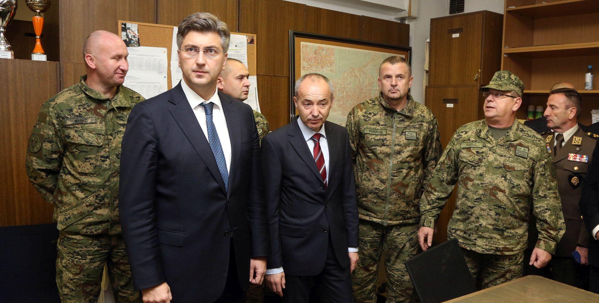 Plenković posjetio vojarnu 'Croatia': Proračun za obranu bit će veći