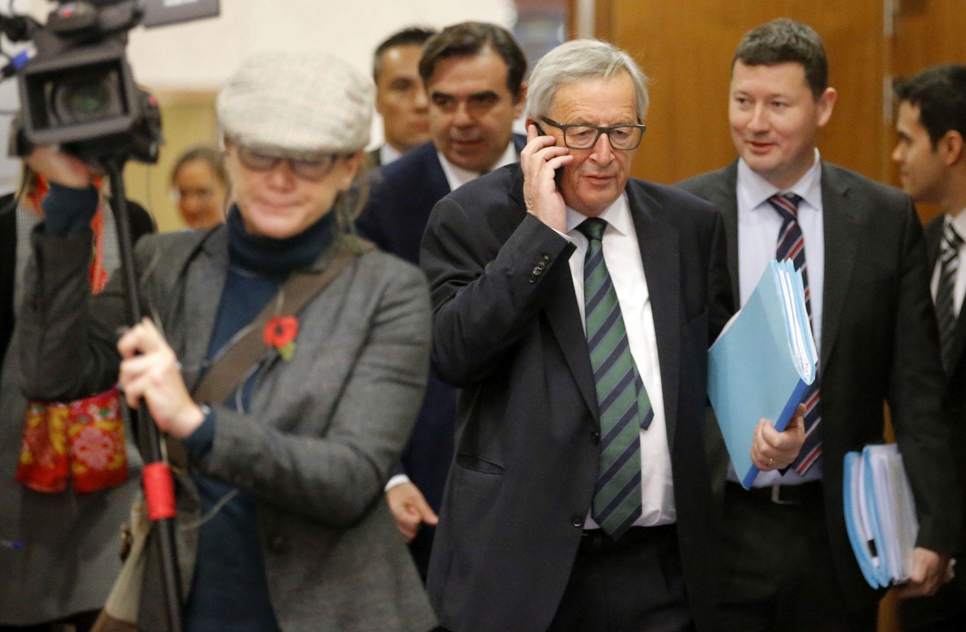 POSLOVNI SKUP Juncker poziva Trumpa da razjasni stajališta o trgovini, klimi i NATO-u