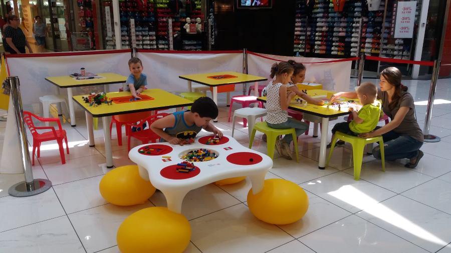 LEGO stolovi u igraonici