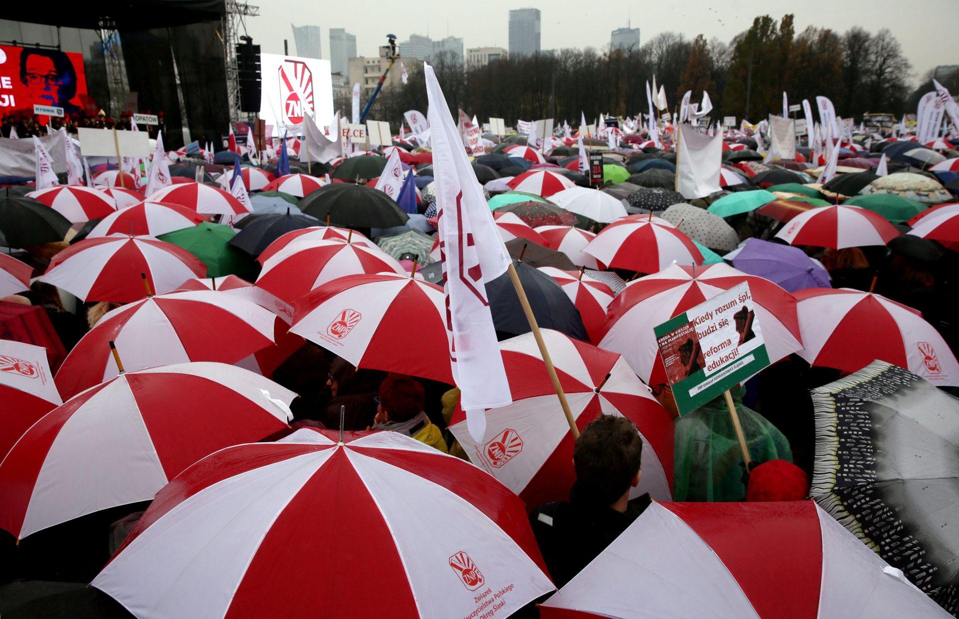 PROSVJED U VARŠAVI: Tisuće poljskih nastavnika protiv reforme obrazovanja