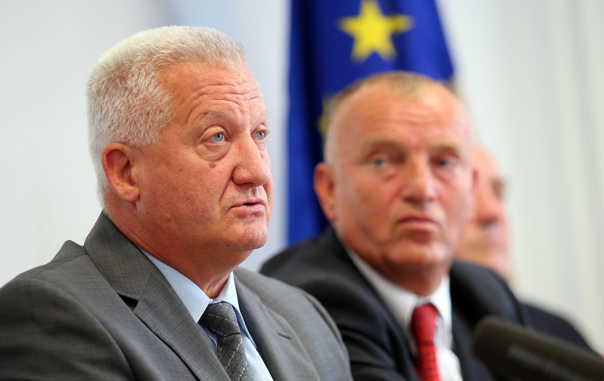 General Miljavac zna da je na optužnici – na 900 optužnica iz BiH upozoravali prije godinu i pol