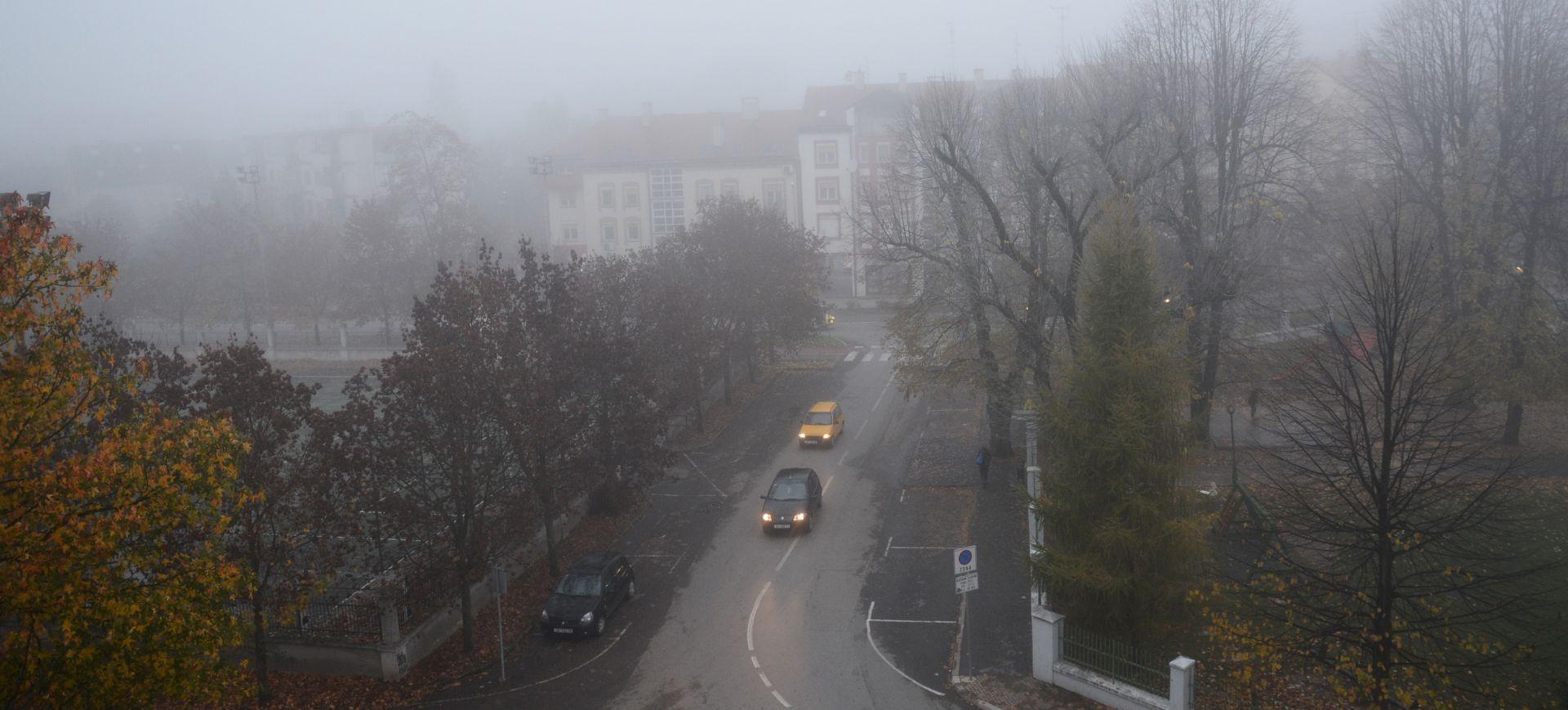 HAK Kolnici skliski i mokri, magla smanjuje vidljivost, moguća poledica