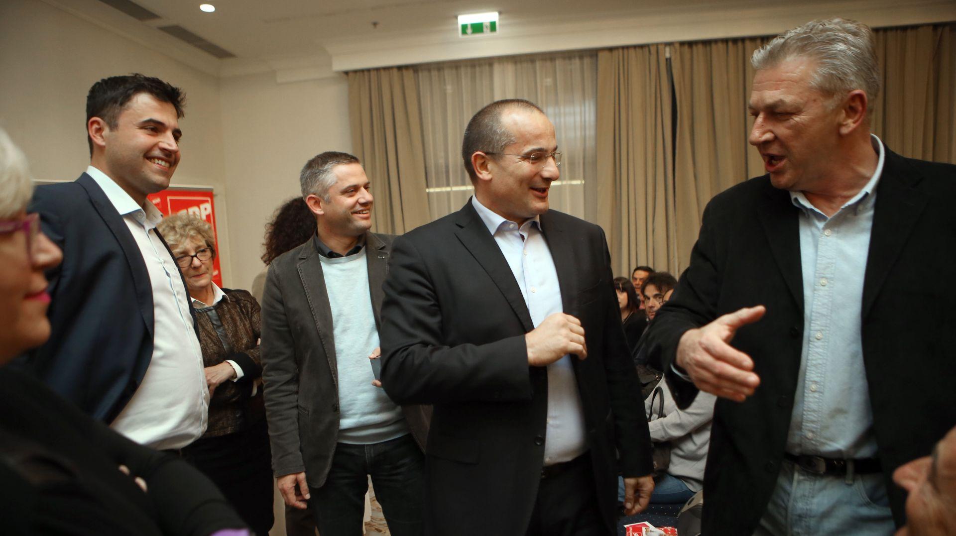 """Sučeljavanje SDP-ovih kandidata u Varaždinu: """"Zaiskrilo"""" između Bernardića i Ostojića"""