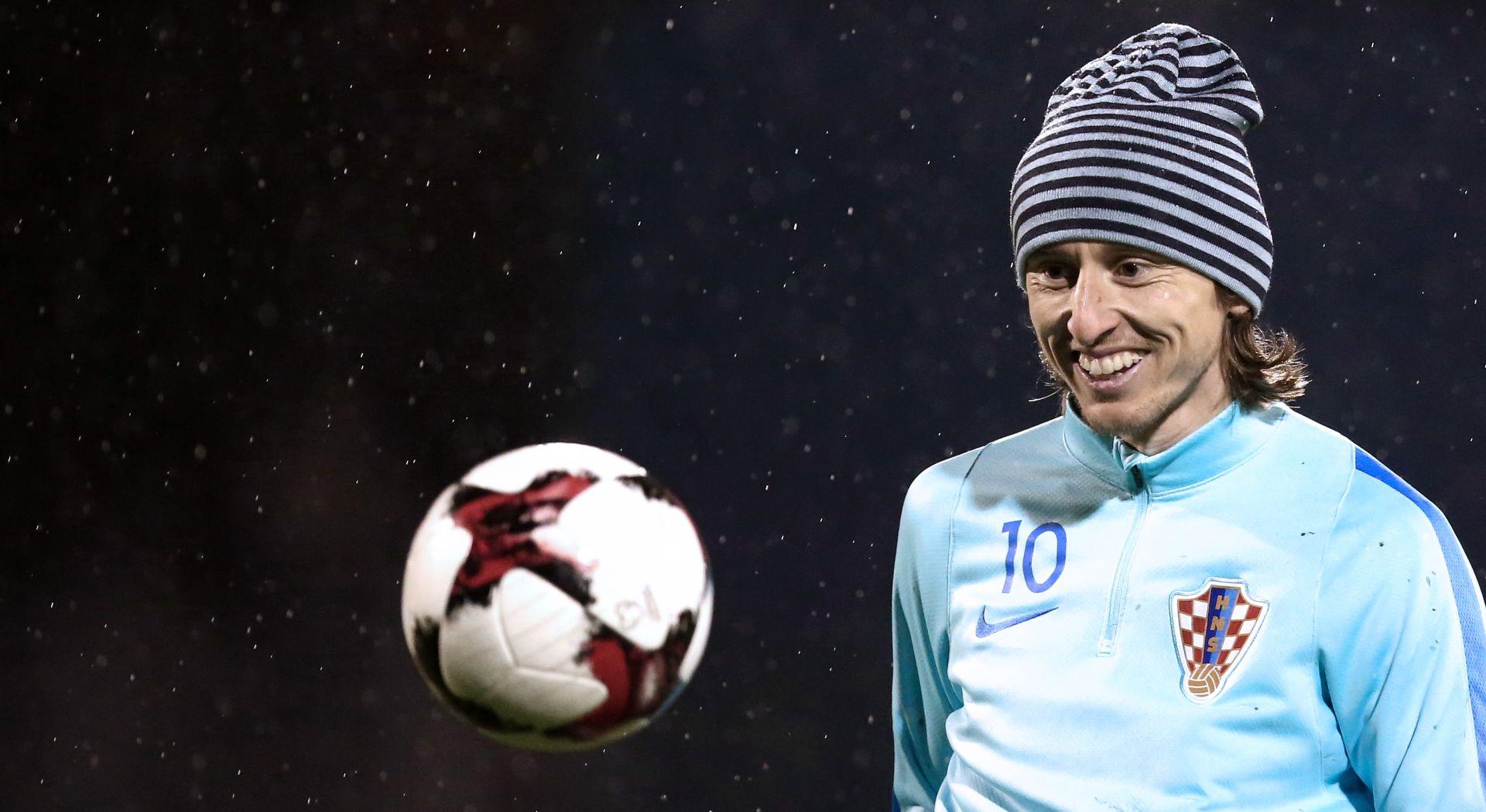 UEFA-INA MOMČAD GODINE Najbolju jedanaestoricu biraju navijači, u konkurenciji i Modrić
