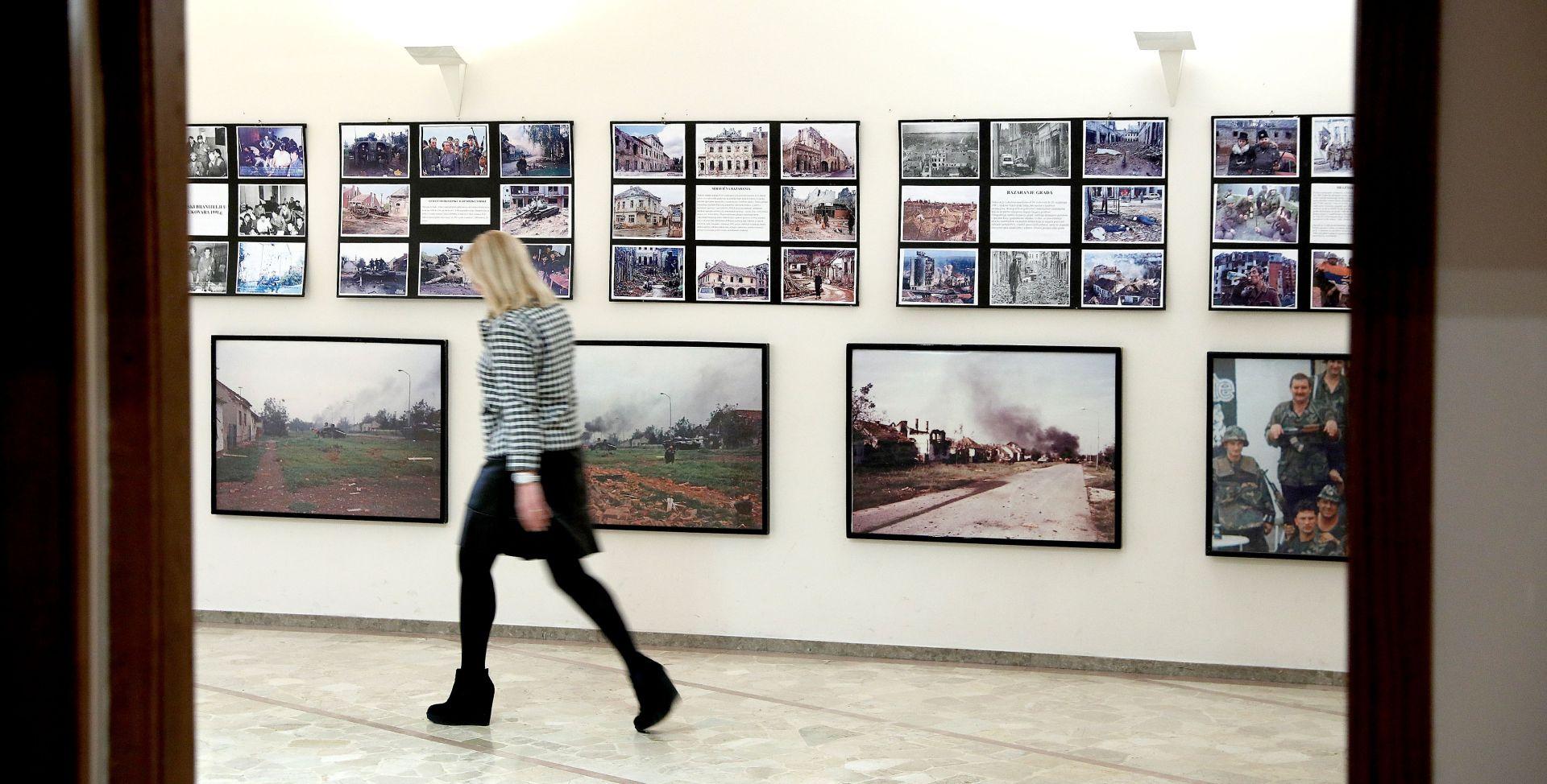 """U Saboru otvorena izložba """"Vukowar – 87 dana boli i patnje"""""""