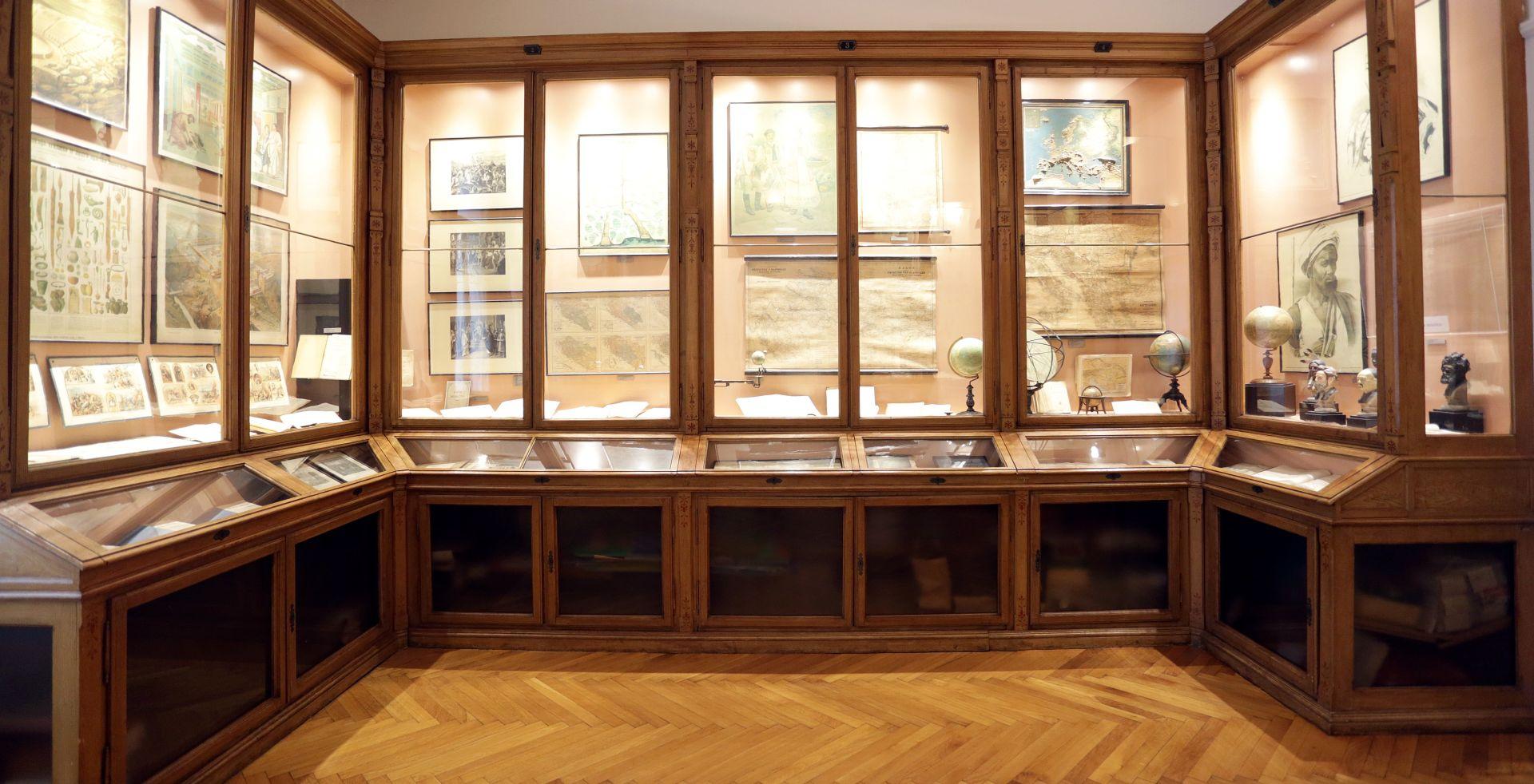"""Hrvatski školski muzej: Otvorena izložba """"Od kamenja na putu stvorili smo stepenice"""""""
