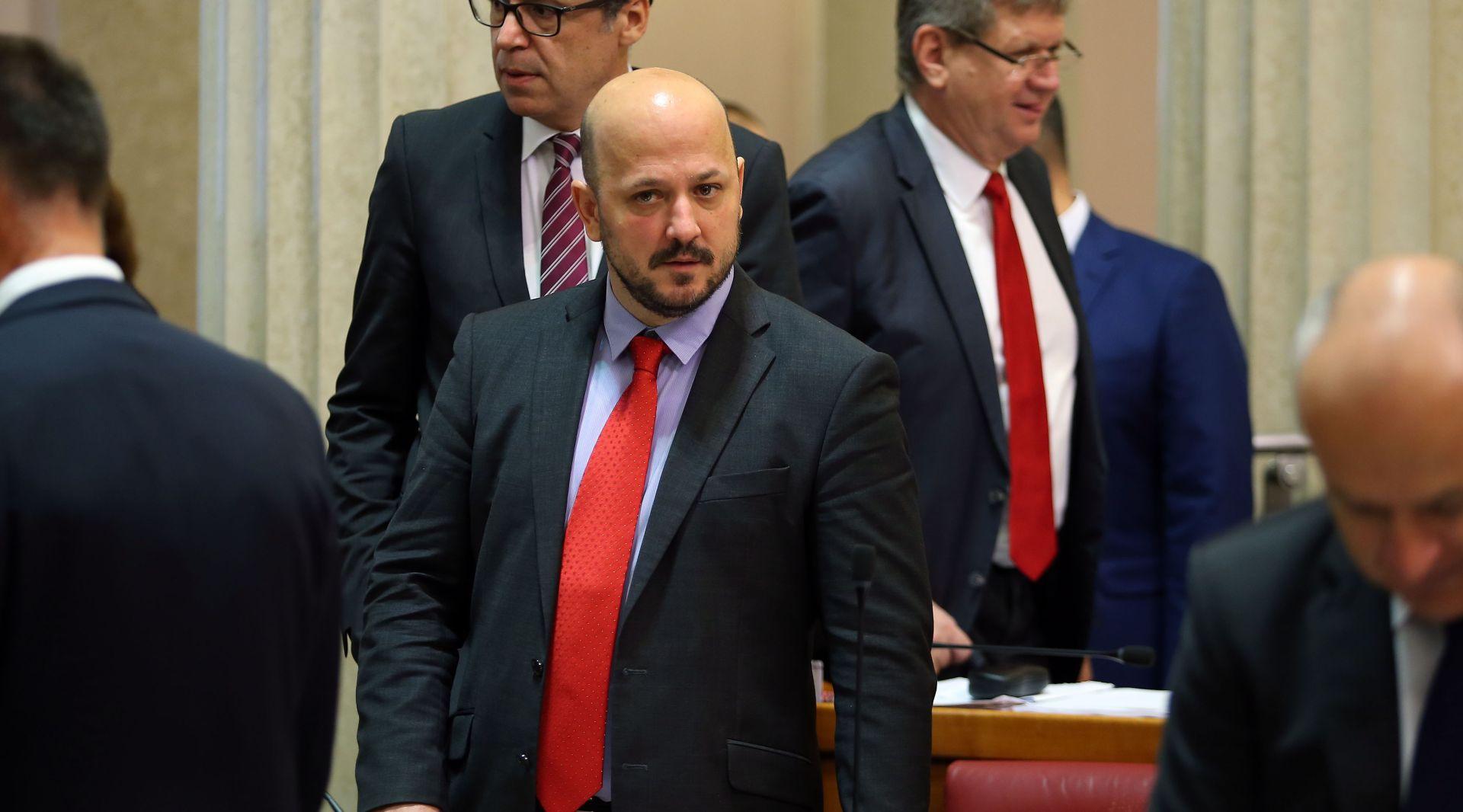 """Maras kritizirao Vladu i poreznu reformu: """"Njima za nagradu poreznom reformom plaće skoro 6 tisuća gore. Bravo!"""""""