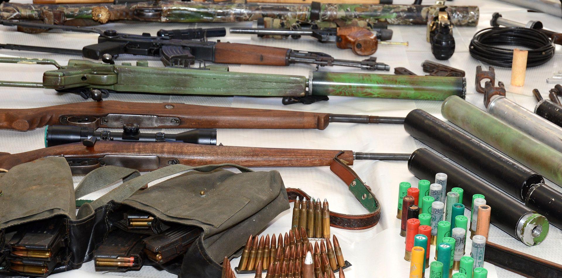 ZAPLJENA KOD TROGIRA Policija u kući 37-godišnjaka pronašla veliku količinu oružja i streljiva