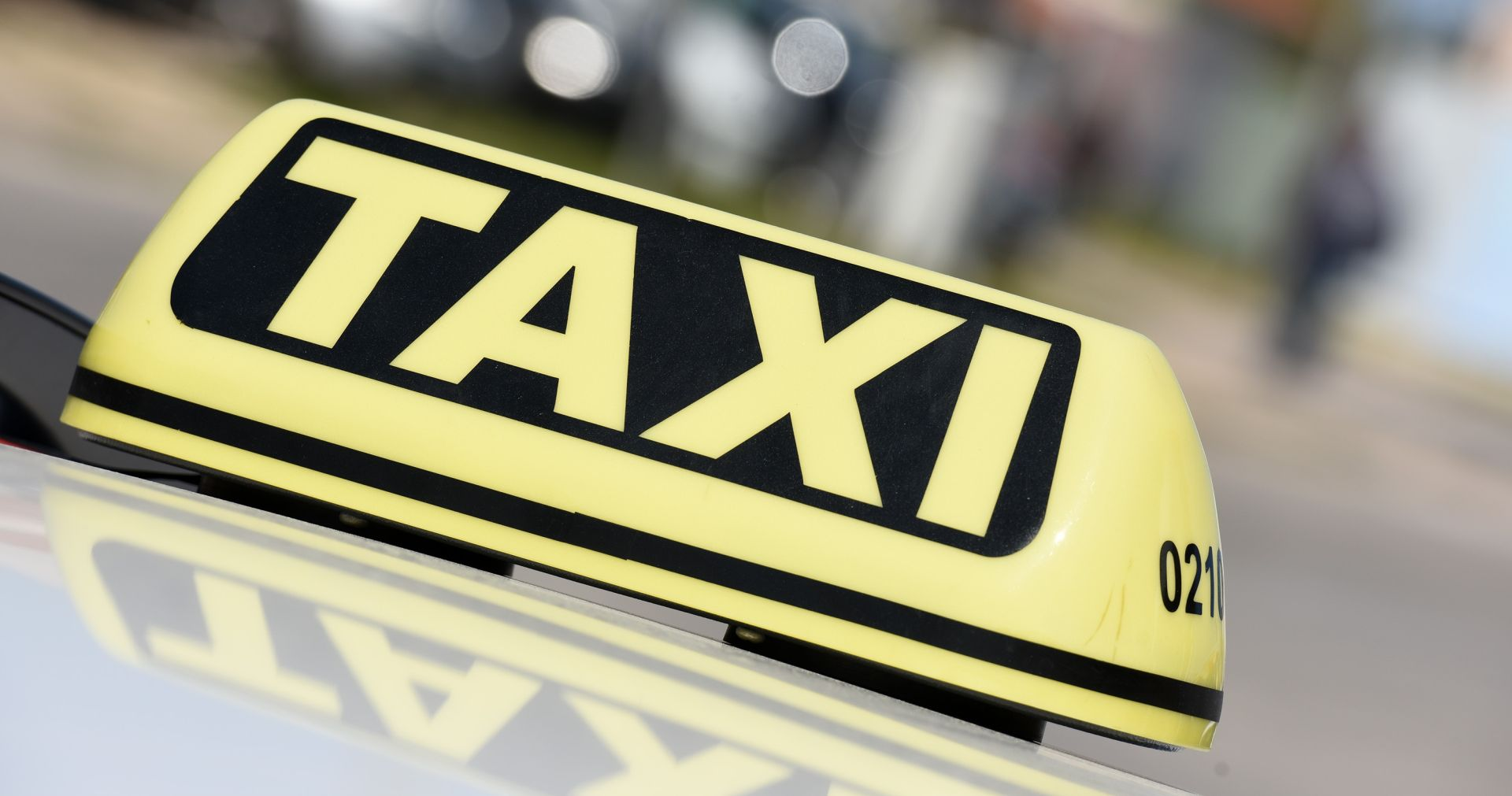 NIJE U ŽIVOTNOJ OPASNOSTI Taksist naletio na 8-godišnjakinju u Šibeniku i teško ju ozlijedio