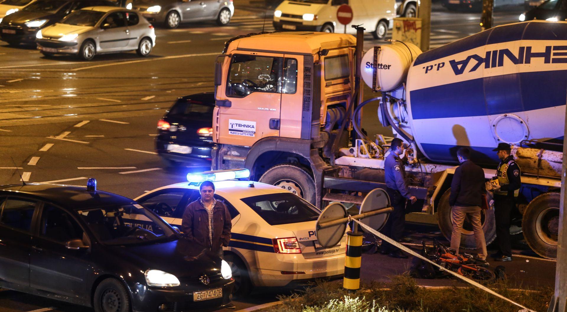 ZAGREB Kamion miješalica naletio na motociklista, preminuo pod kamionom