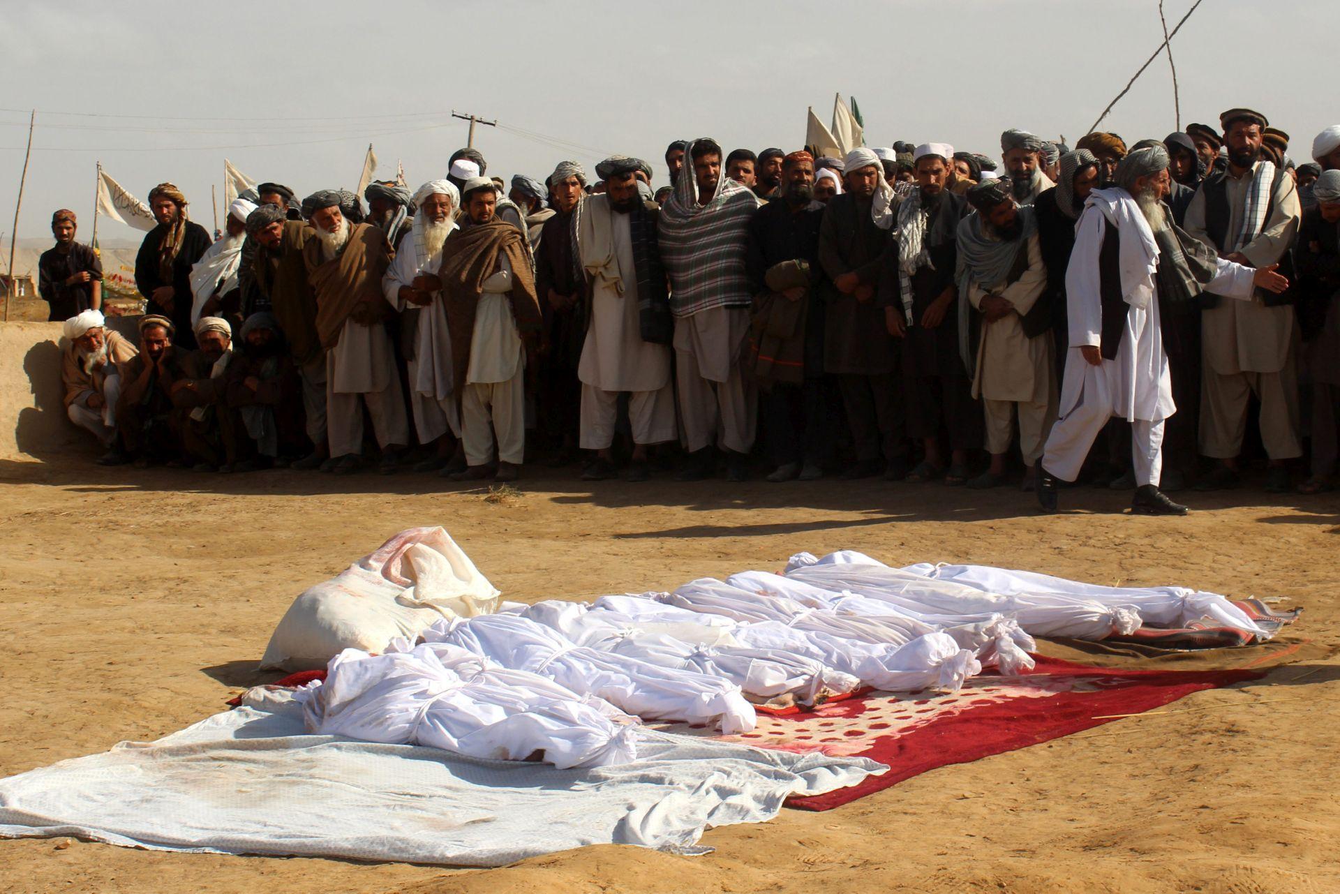 Najmanje 17 poginulih u talibanskom napadu