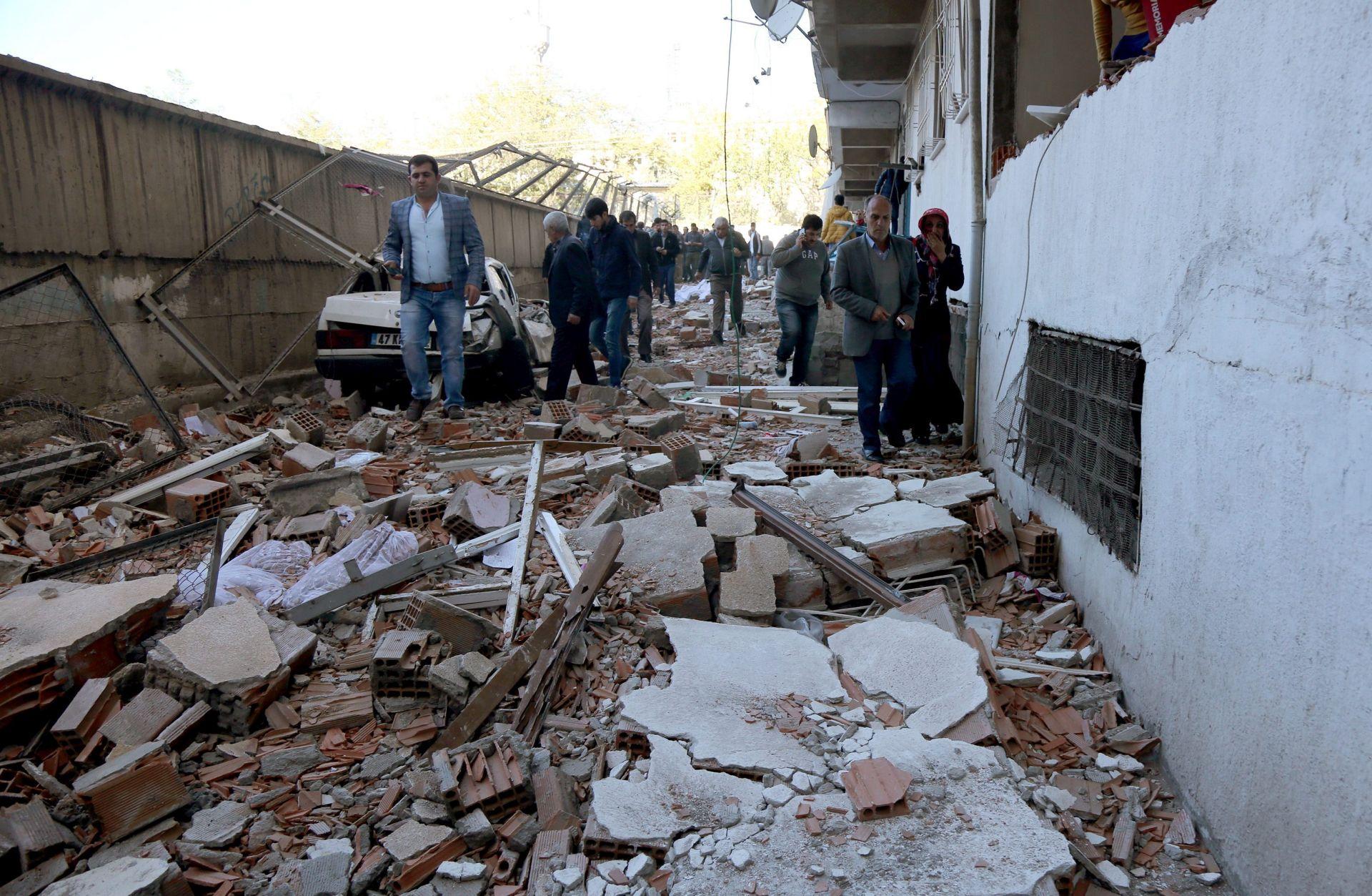 VIŠE OD 40 OZLIJEĐENIH: Automobil-bomba u Diyarbakiru nakon uhićenja čelnika HDP-a