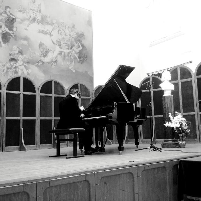 Goran Filipec za klavirom