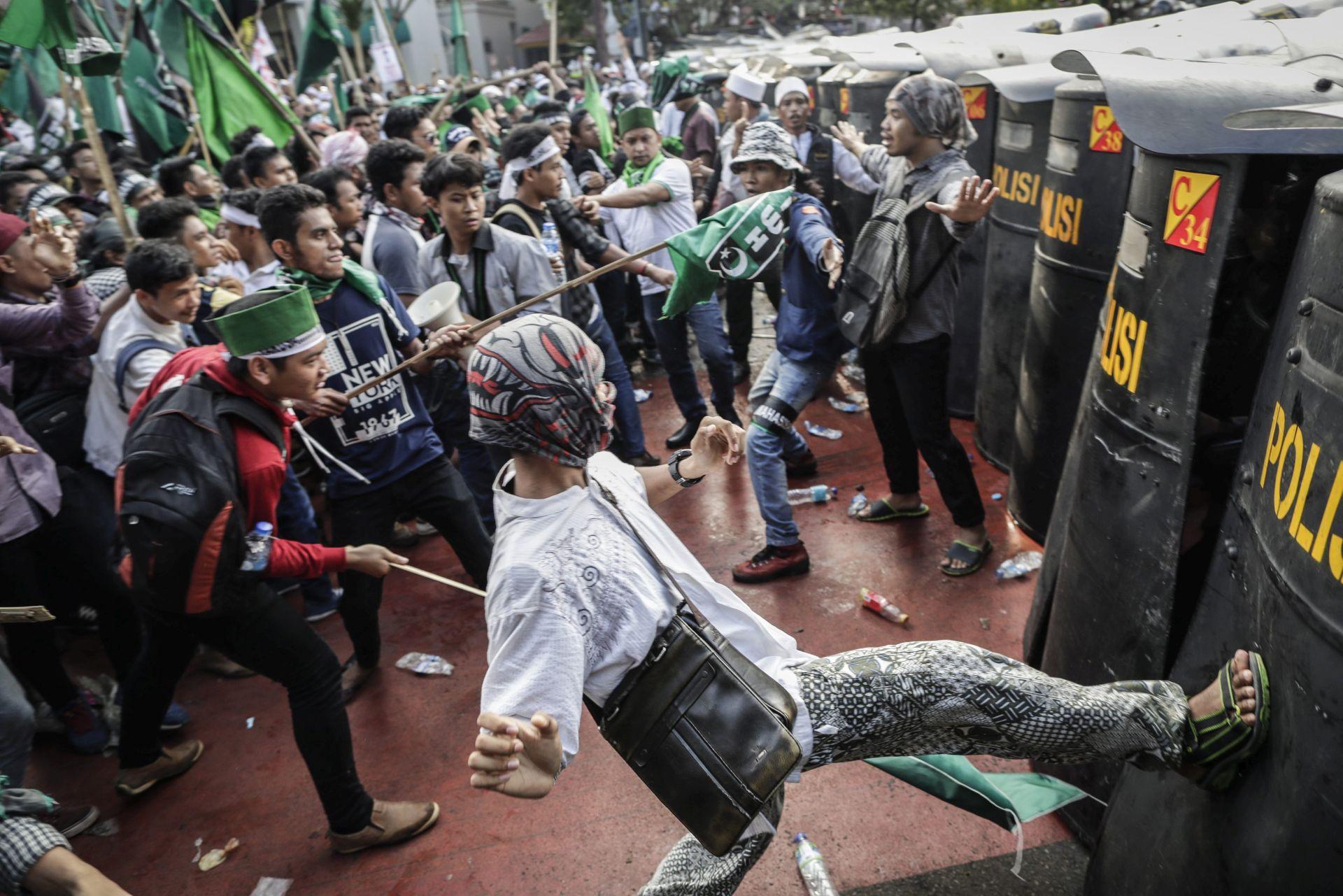 PROSVJEDNI MARŠ: Deseci tisuća Indonežana protiv guvernera Jakarte