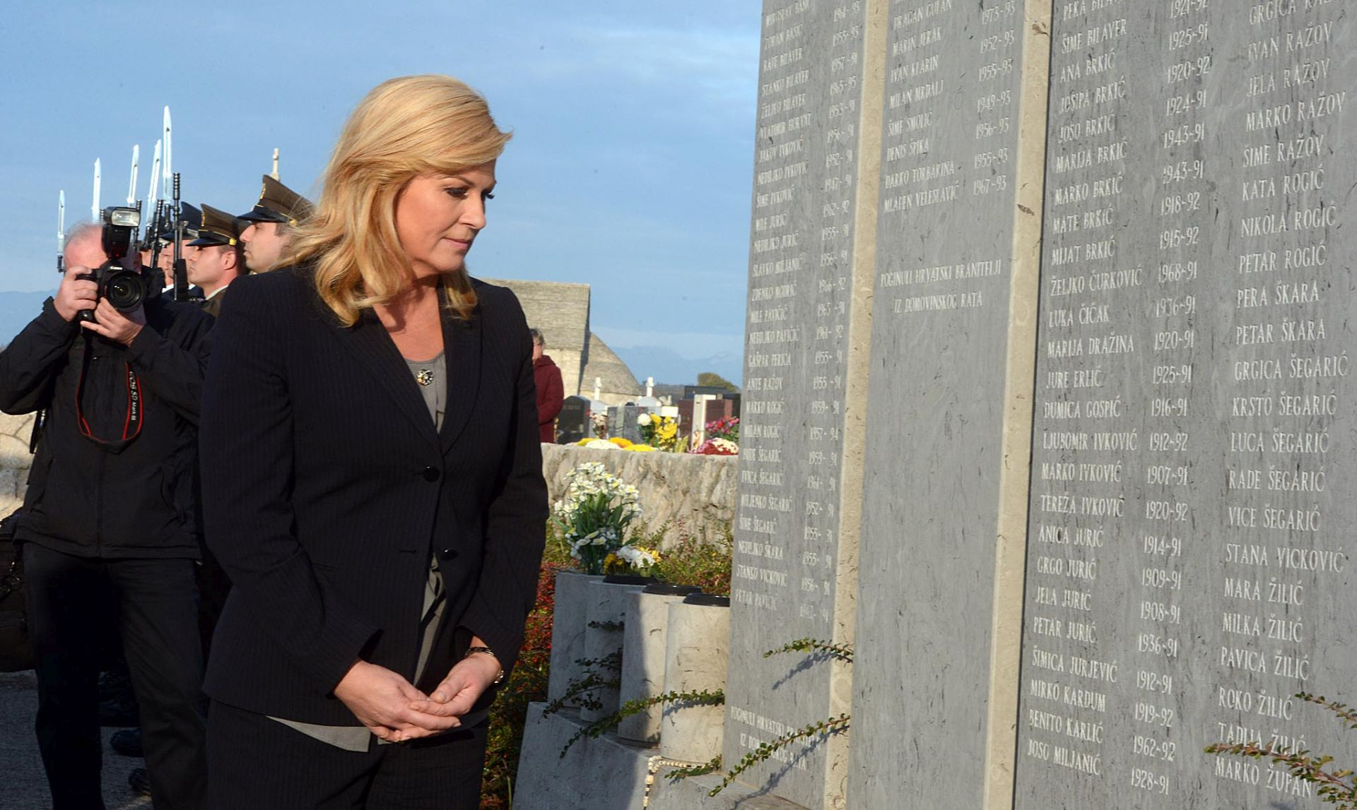 GODIŠNJICA TRAGEDIJE: Predsjednica odala počast ubijenima u Škabrnji