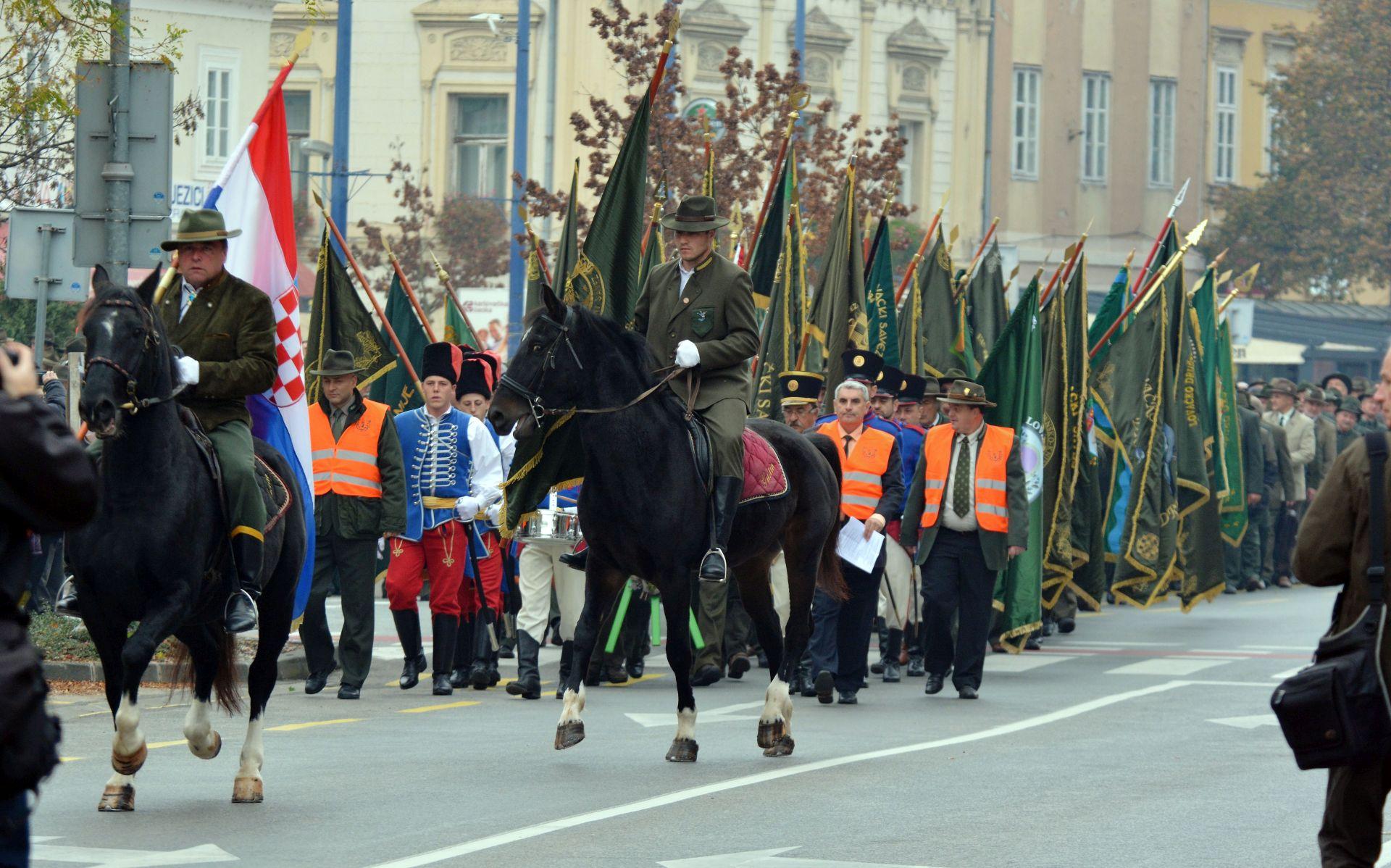 SVEČANOST U KARLOVCU: 1.200 lovaca slavi spomendan sv. Huberta