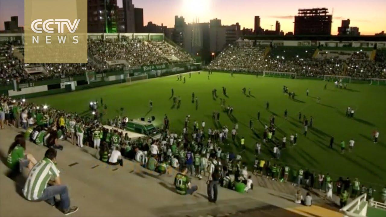 VIDEO: Navijači kluba Chapecoense održali bdijenje na stadionu