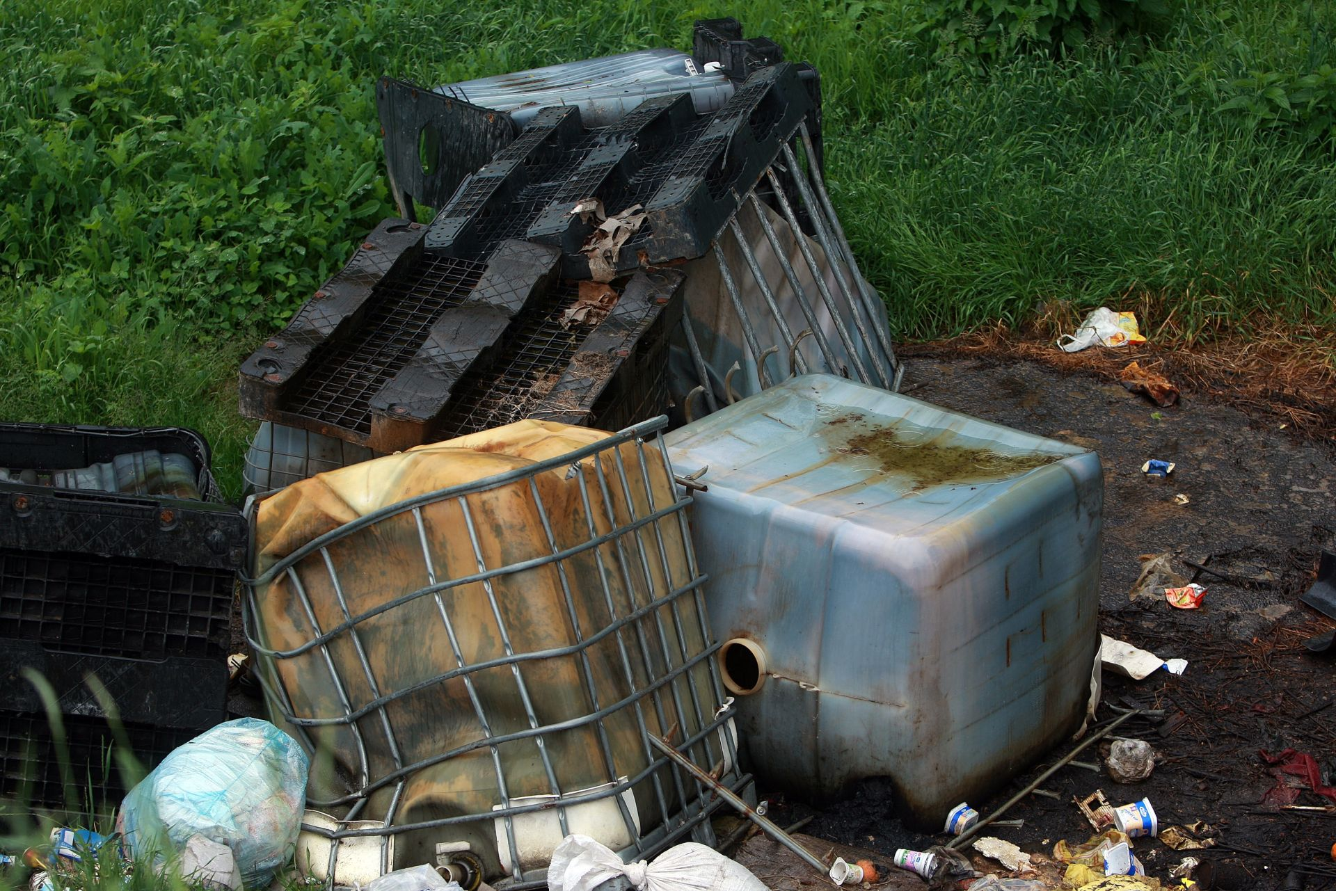 NAKON PRETRAGE: Pronađeni ilegalni spremnici s desecima tisuća litara goriva