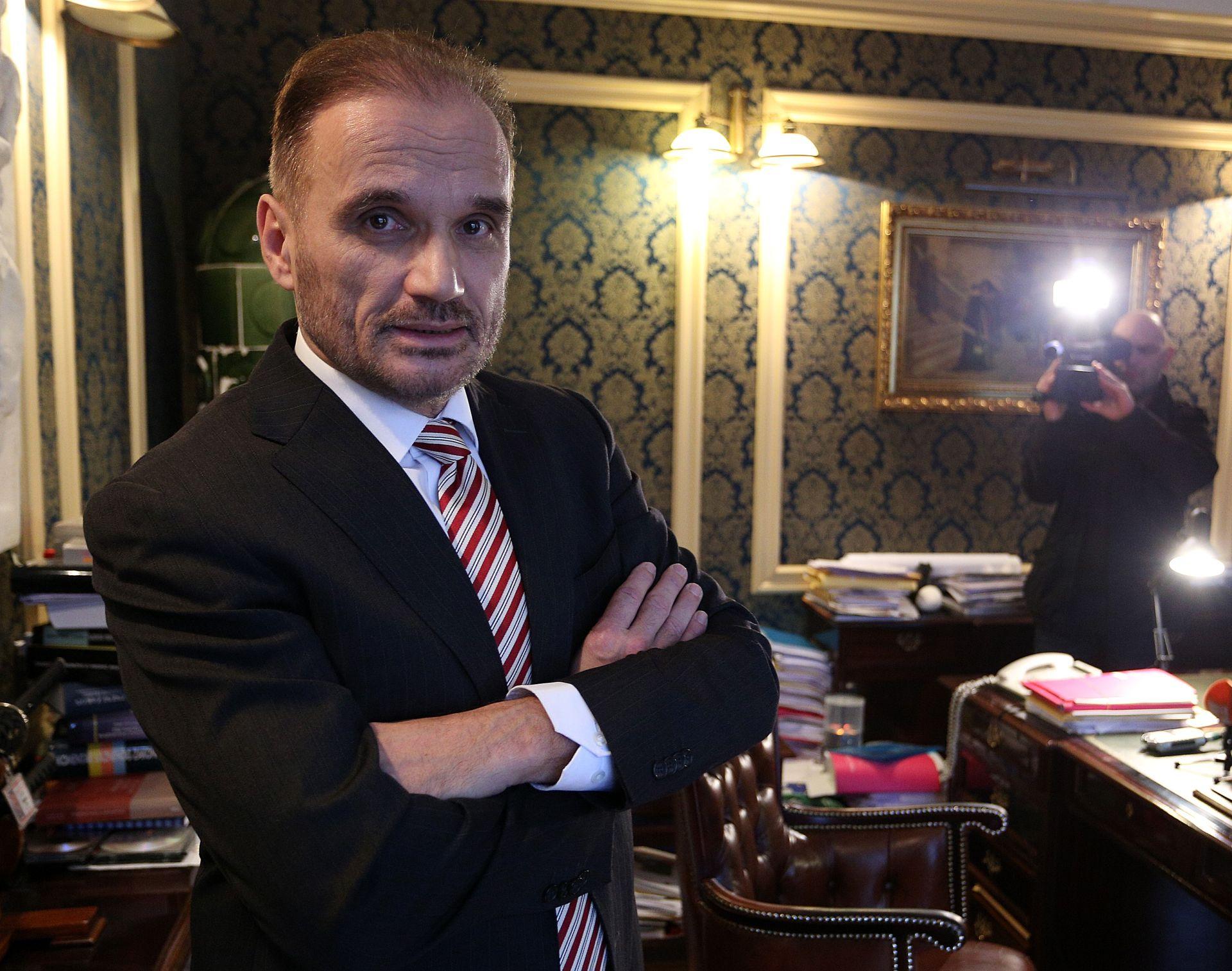 UHIĆENJA U ORAŠJU Nobilo: 'Političari rade predstavu radi sebe i prikupljaju poene, uhićenima to neće pomoći'