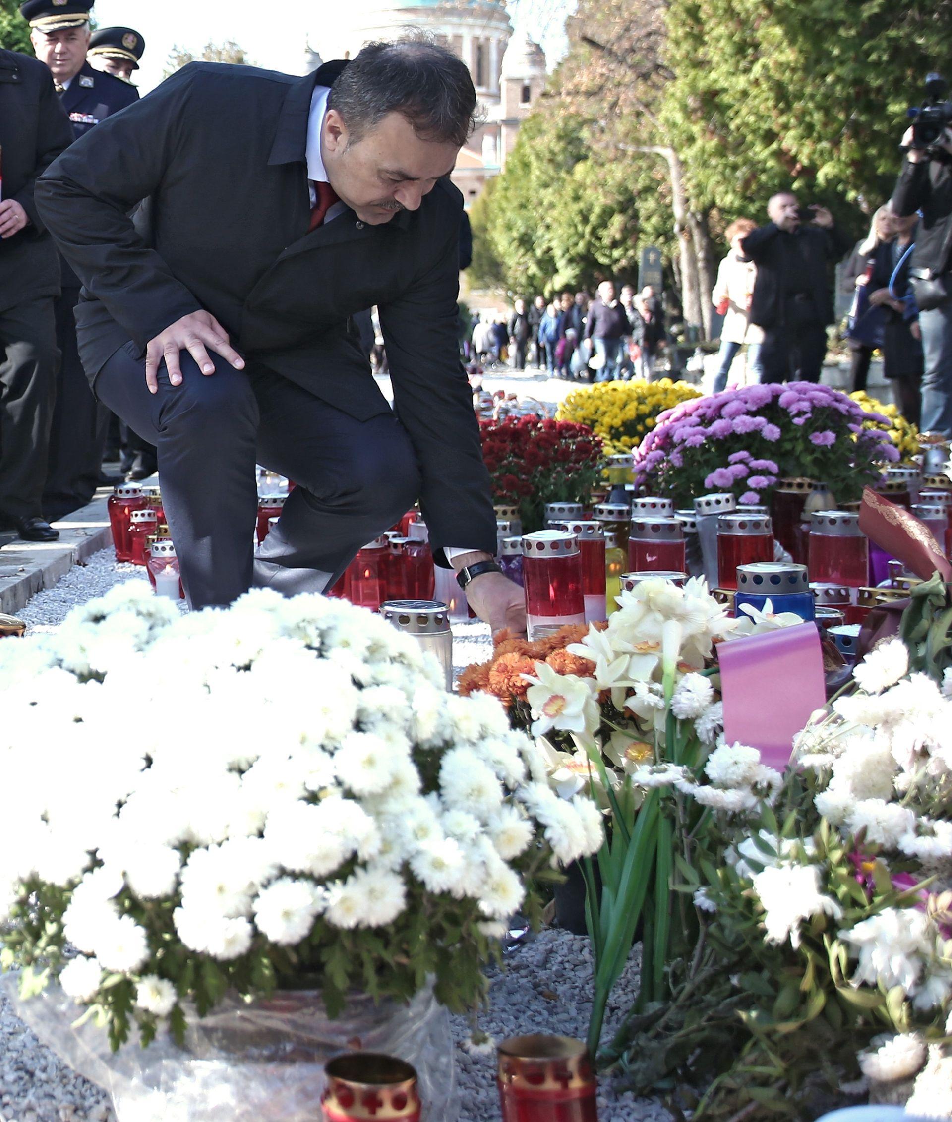Orepić položio vijenac i zapalio svijeću za vukovarske žrtve