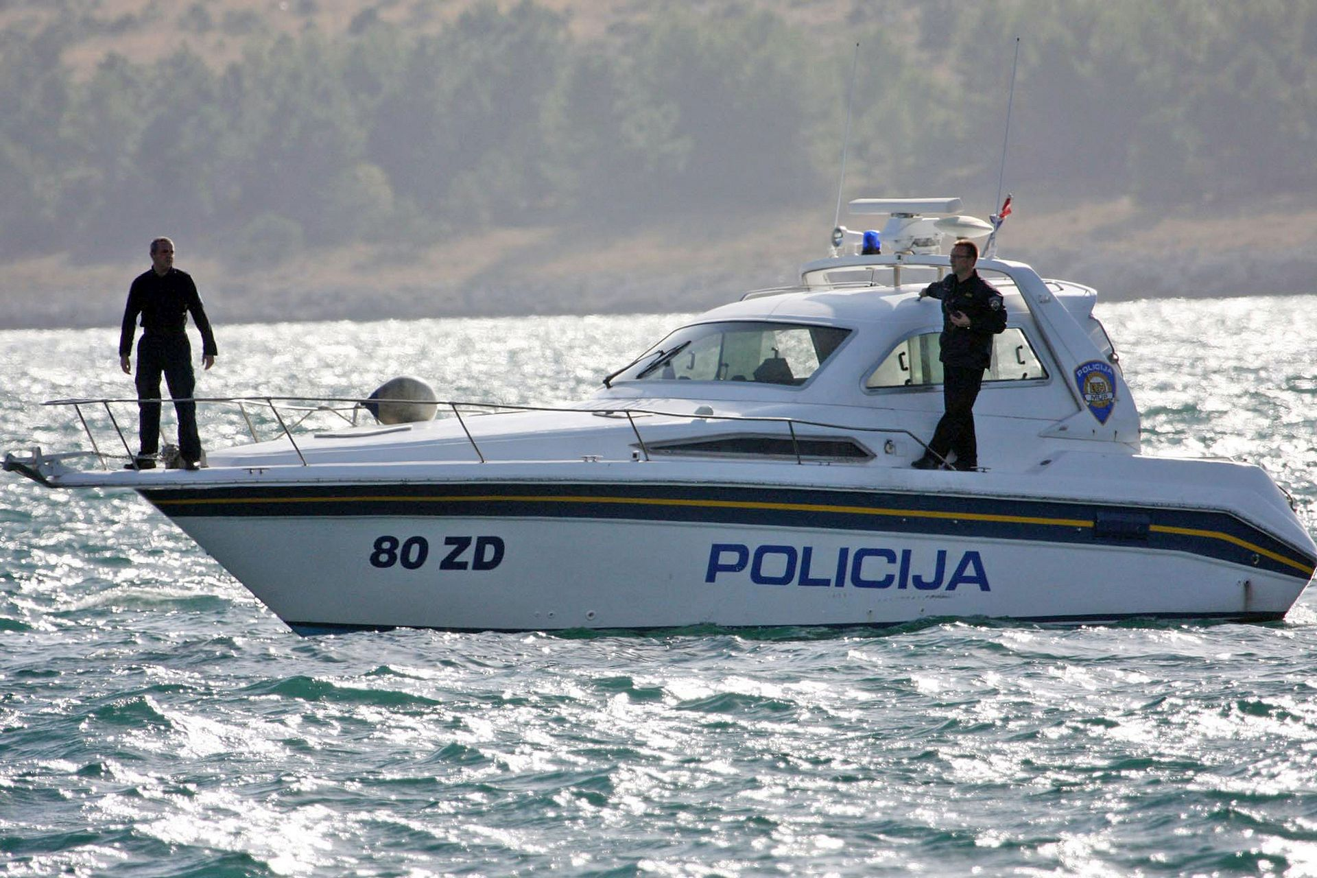 Pulski policajci spasili iz mora maloljetnoga mađarskog državljanina