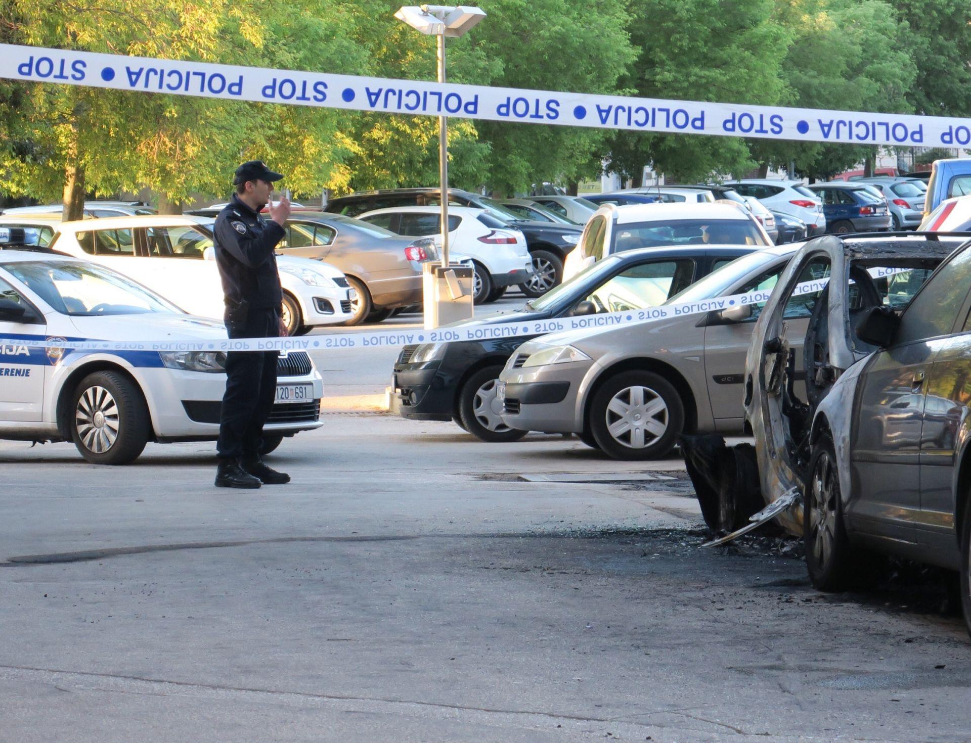 SPLIT Izgorjeli kombi Fiat i Alfa Romeo, policijski očevid u tijeku