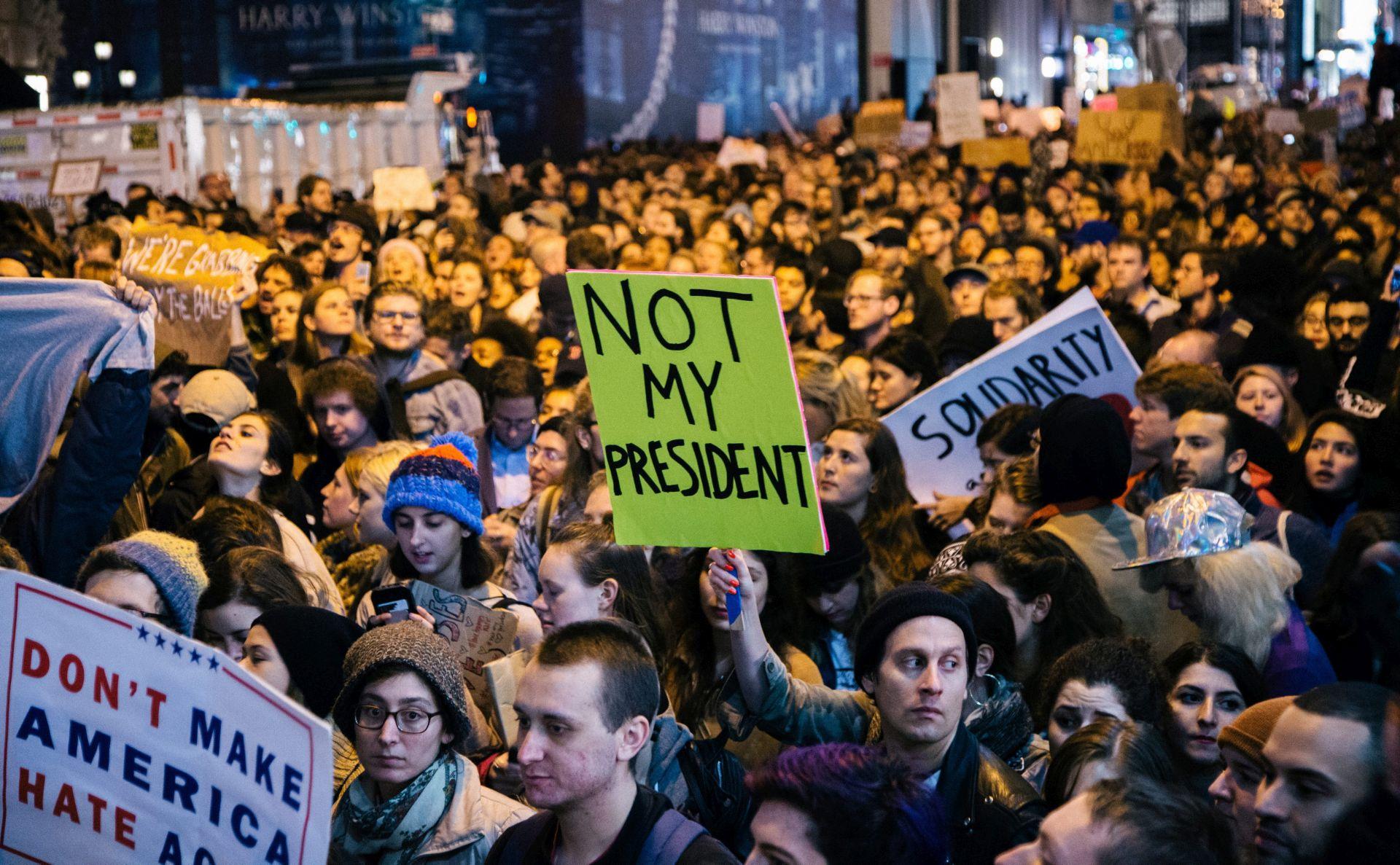 MASOVNI PROSVJEDI: Tisuće ljudi diljem SAD-a protiv Trumpove pobjede