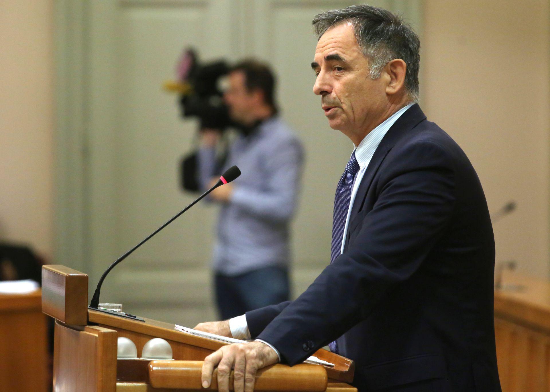 PUPOVAC 'Podržavamo politiku Vlade da kontrolira procese vezane uz Agrokor'